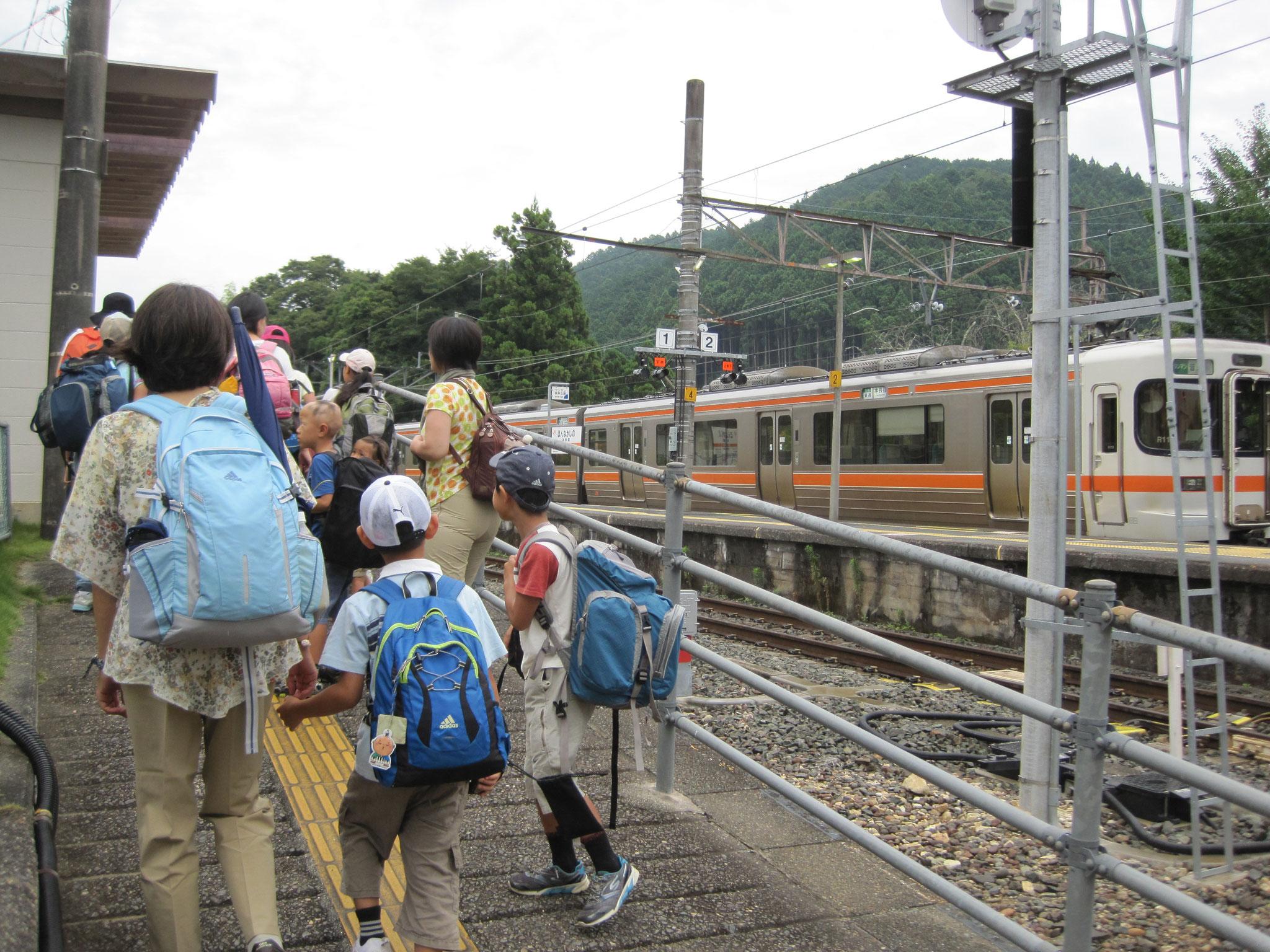飯田線の本長篠駅で下車します。これからの二日間にわくわくどきどき。