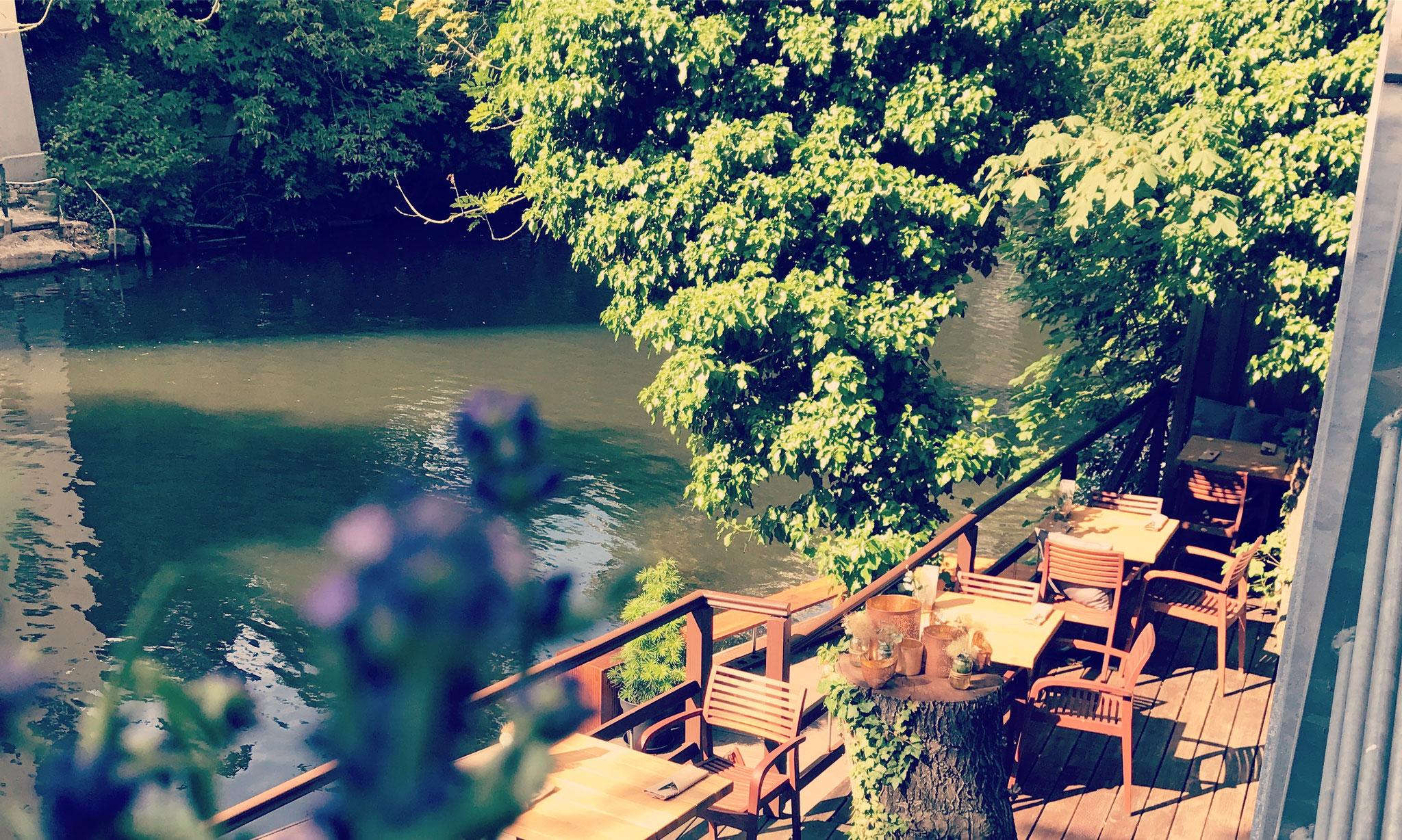 Bei entspannter Atmosphäre auf unserer Okerterrasse können Sie die lauen Sommernächte richtig genießen.