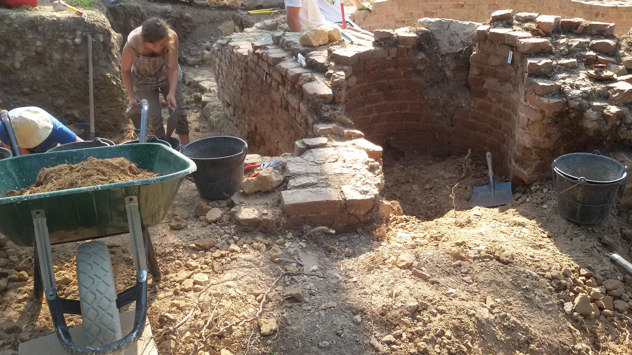 Le puits en cours de dégagement