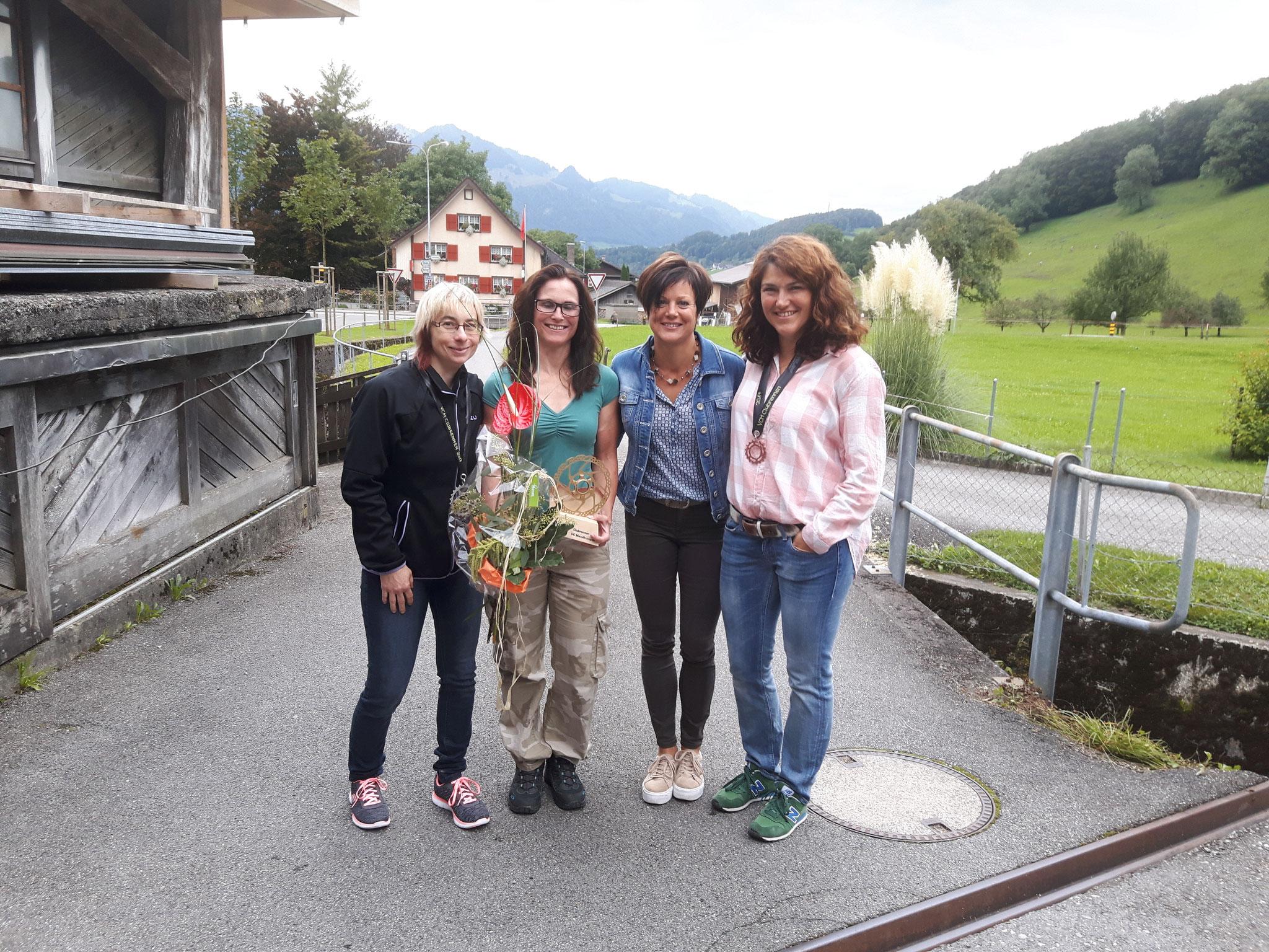 Damen Gäste: Susanne Zellwger