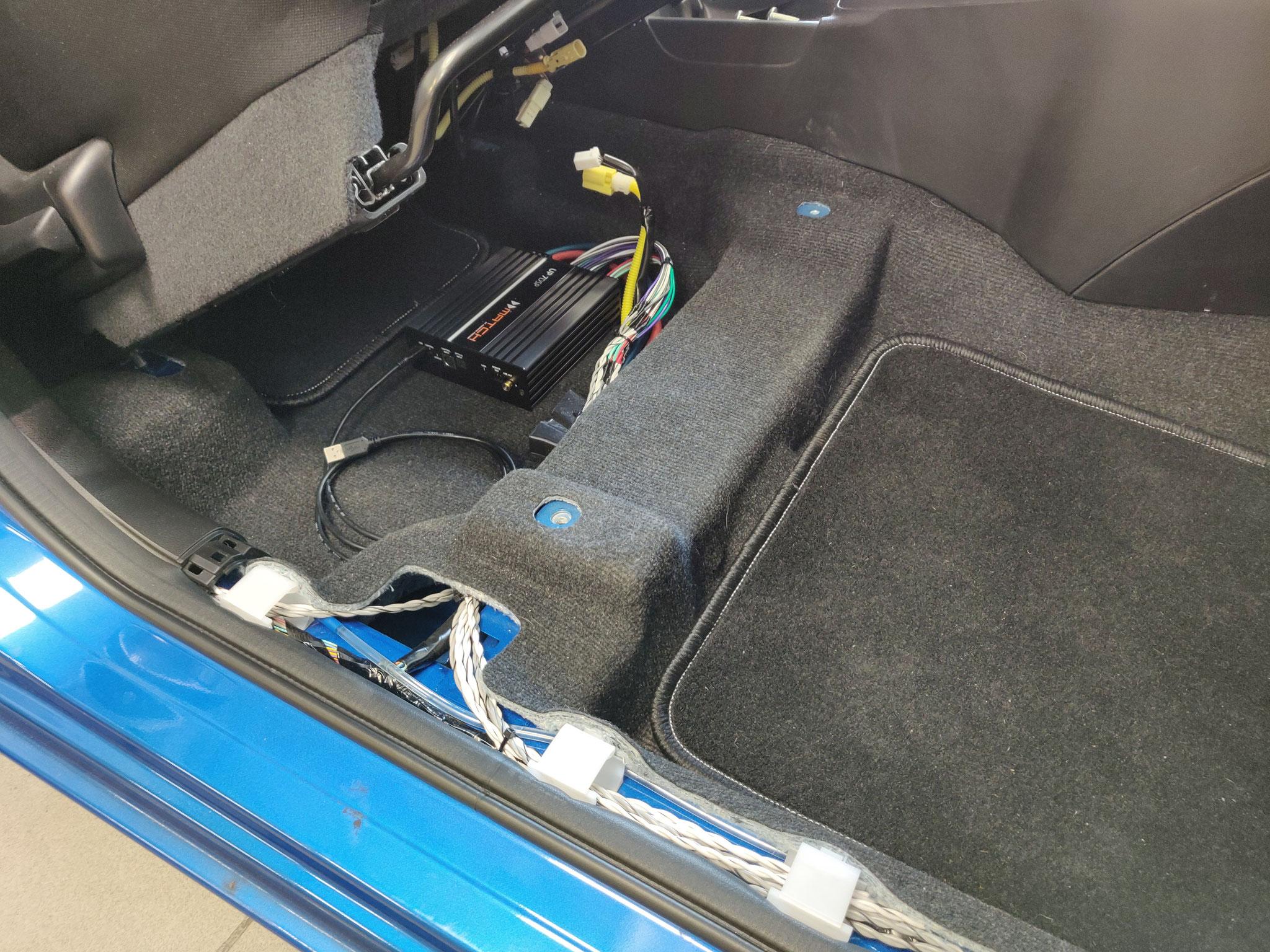 Suzuki Swift (RZ) - DSP-Verstärker unter Beifahrersitz