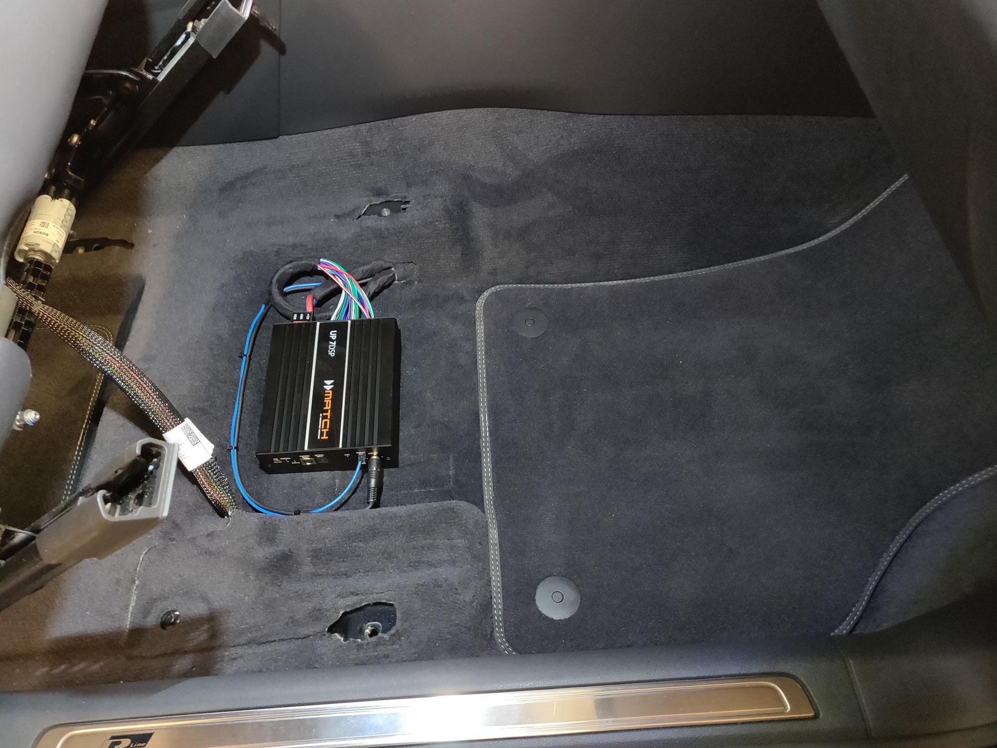 VW Arteon - DSP-Verstärker unter Beifahrersitz