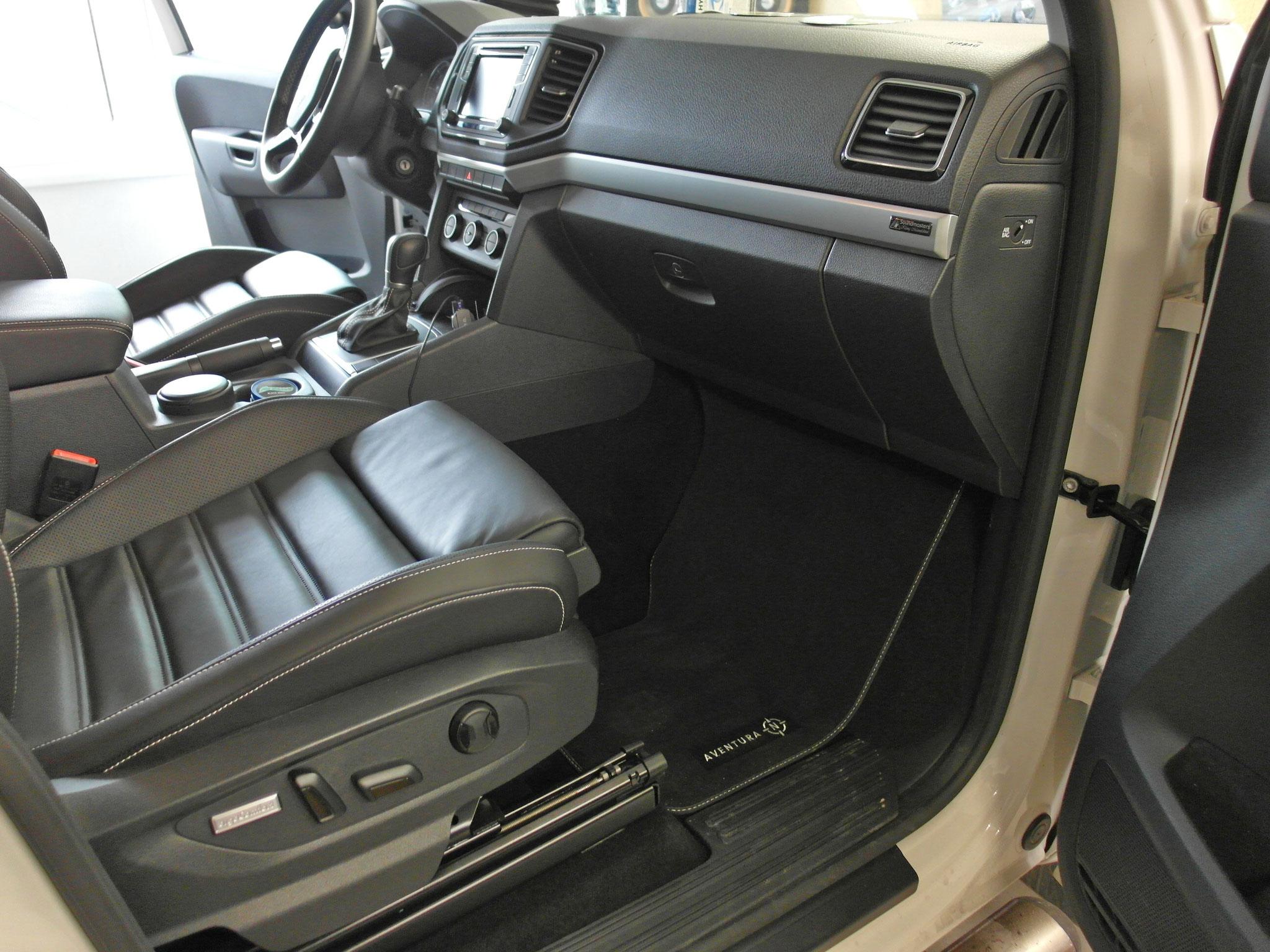VW Amarok - 25er im Beifahrerfußraum