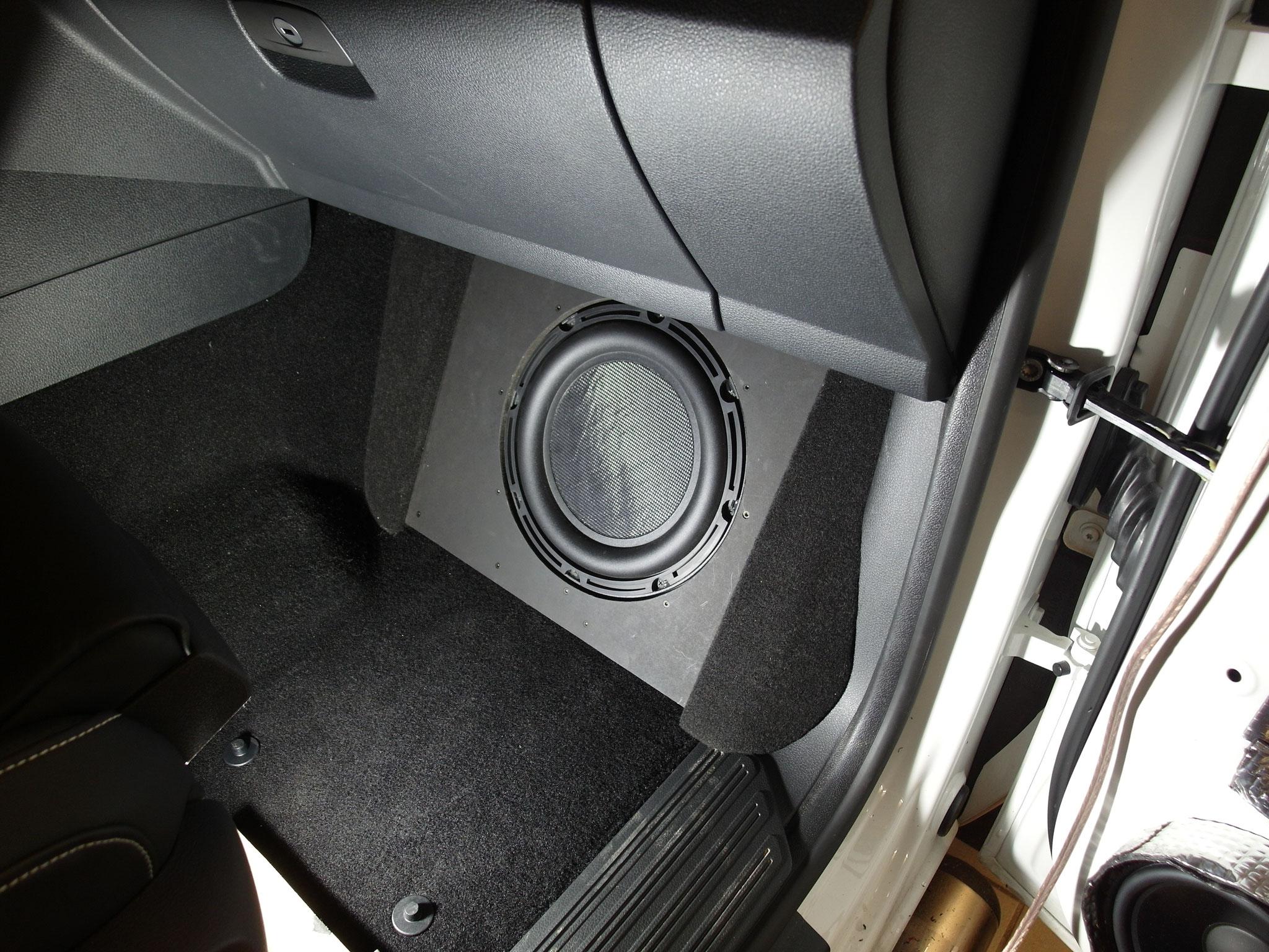 VW Amarok - 25er im Beifahrerfußraum ohne Schutzgitter