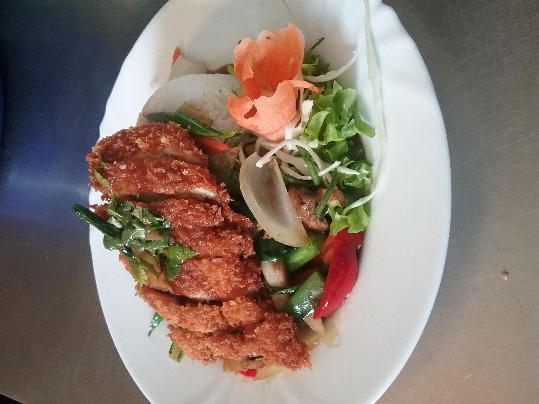 Knuspriger Huhn auf Gemüse