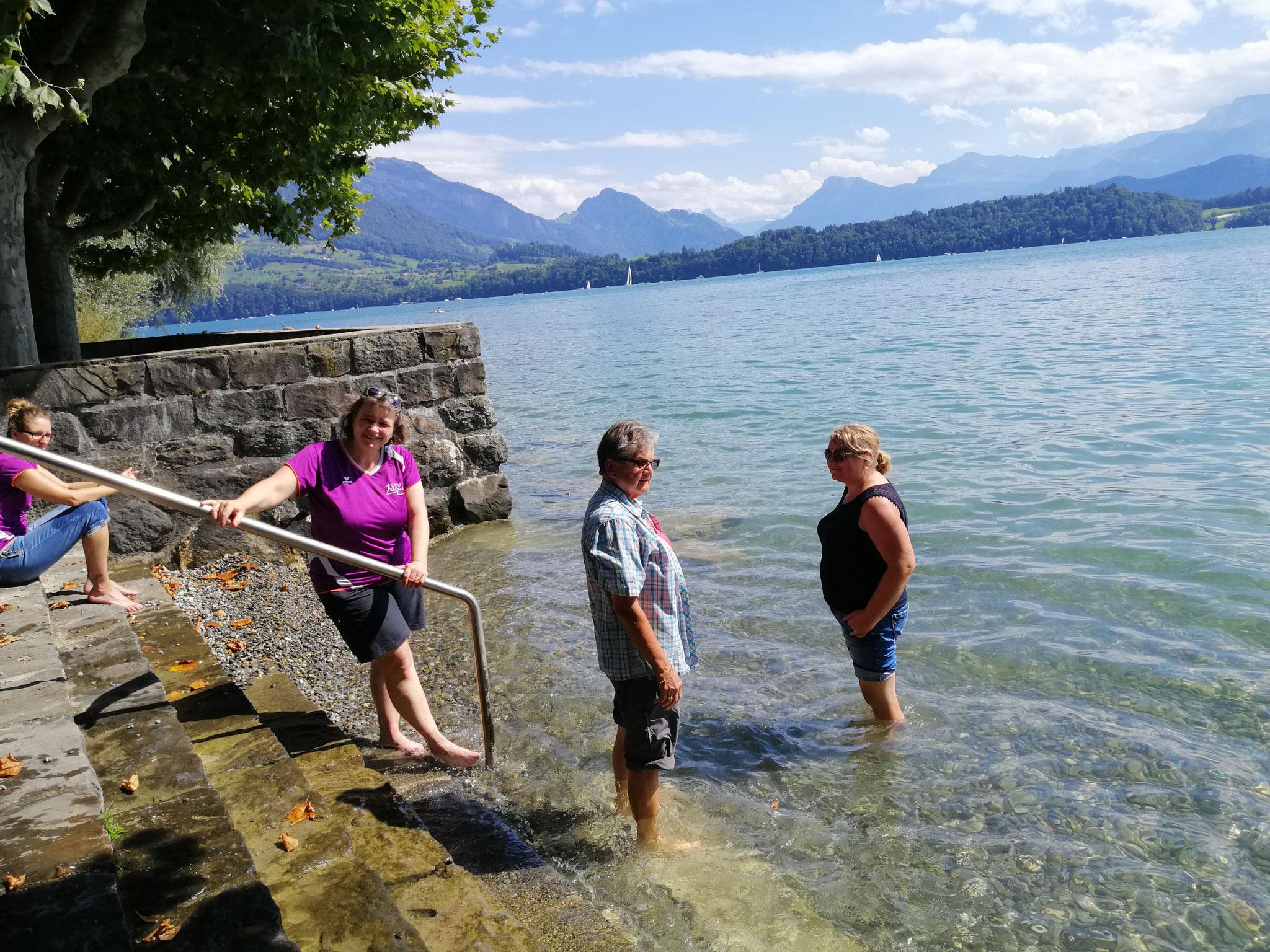 Am See angekommen, hatten wir Zeit unsere Füsse zu kühlen oder sogar ein Bad zu nehmen.