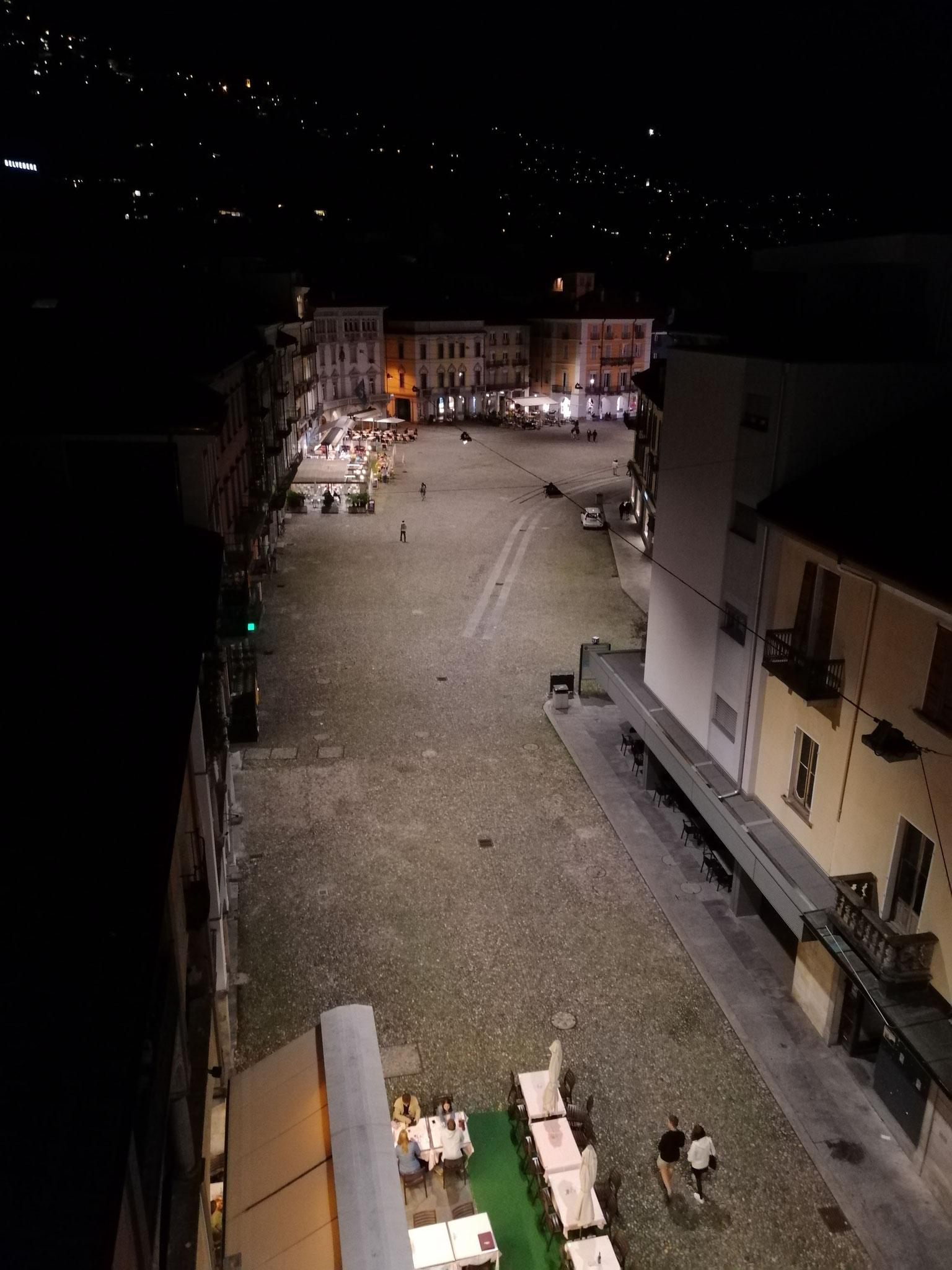 Die Aussicht von der Dachterasse auf die Piazza Grande