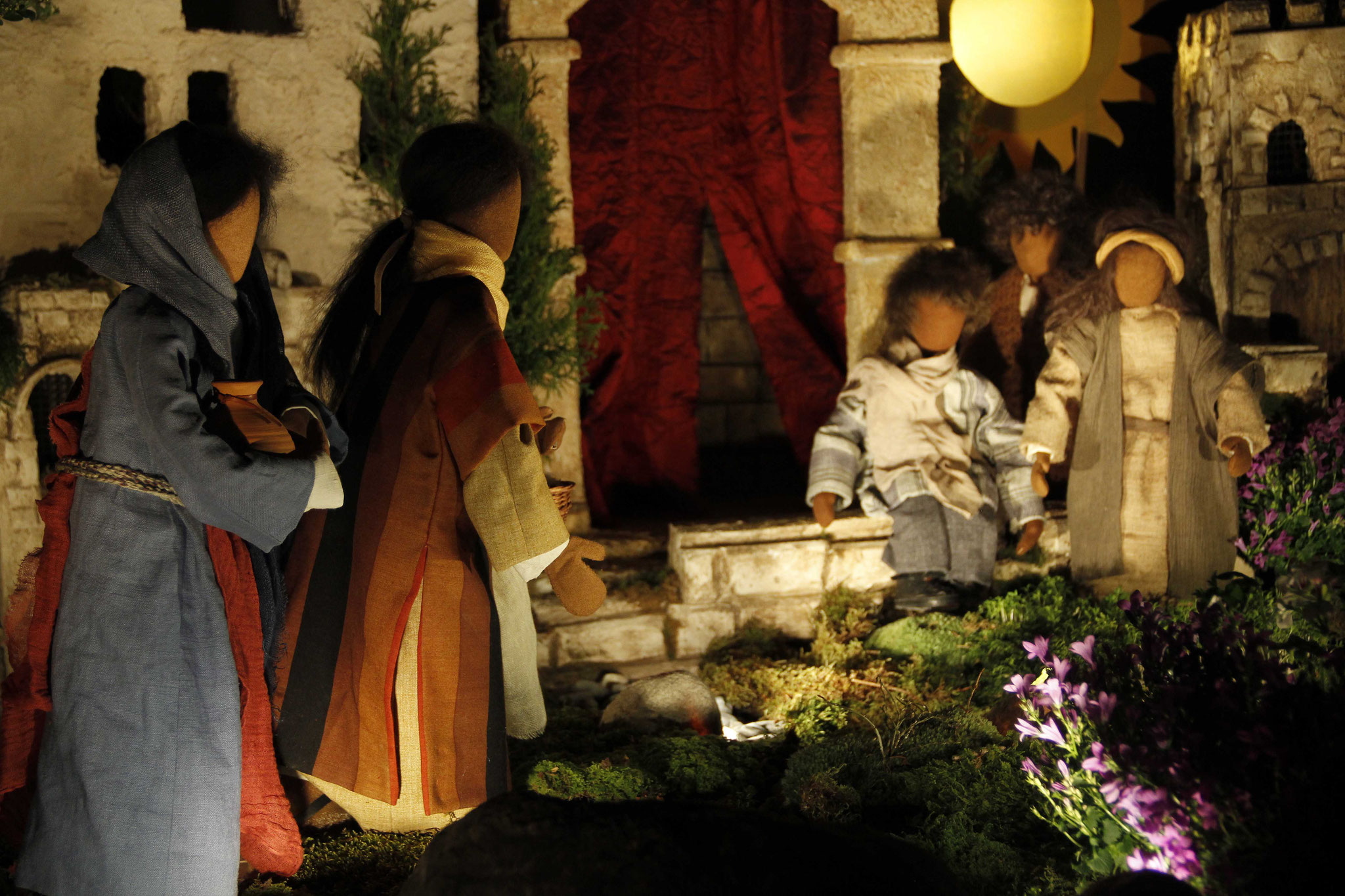 Sogleich verliessen sie das Grab und eilten voll Furcht und großer Freude zu seinen Jüngern, um ihnen die Botschaft zu verkünden.