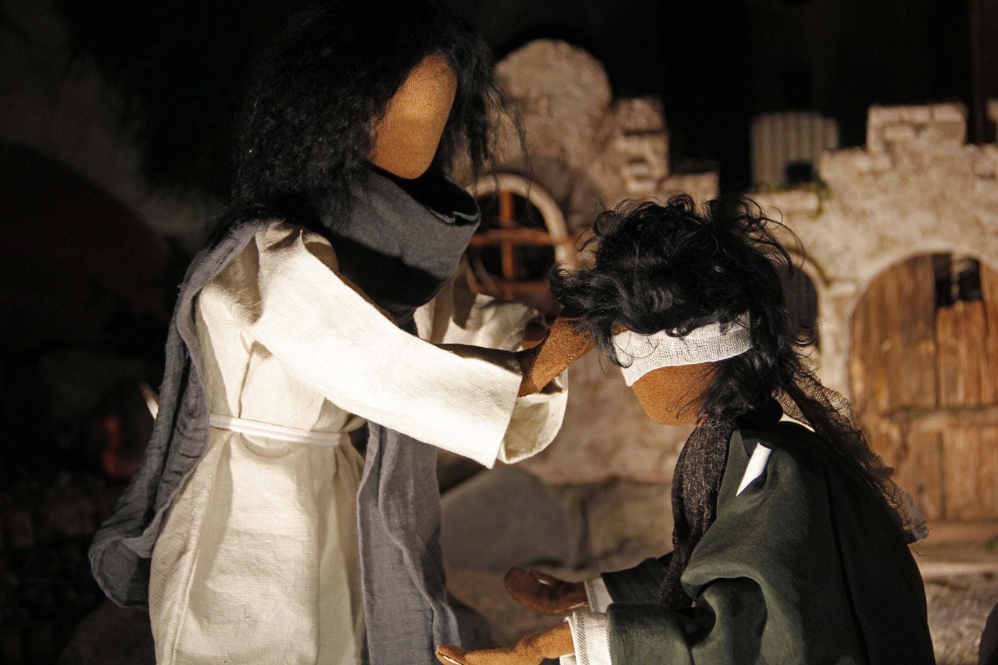 Jesus spuckte auf die Erde; dann machte er mit dem Speichel einen Teig und strich ihn dem Blinden auf die Augen.
