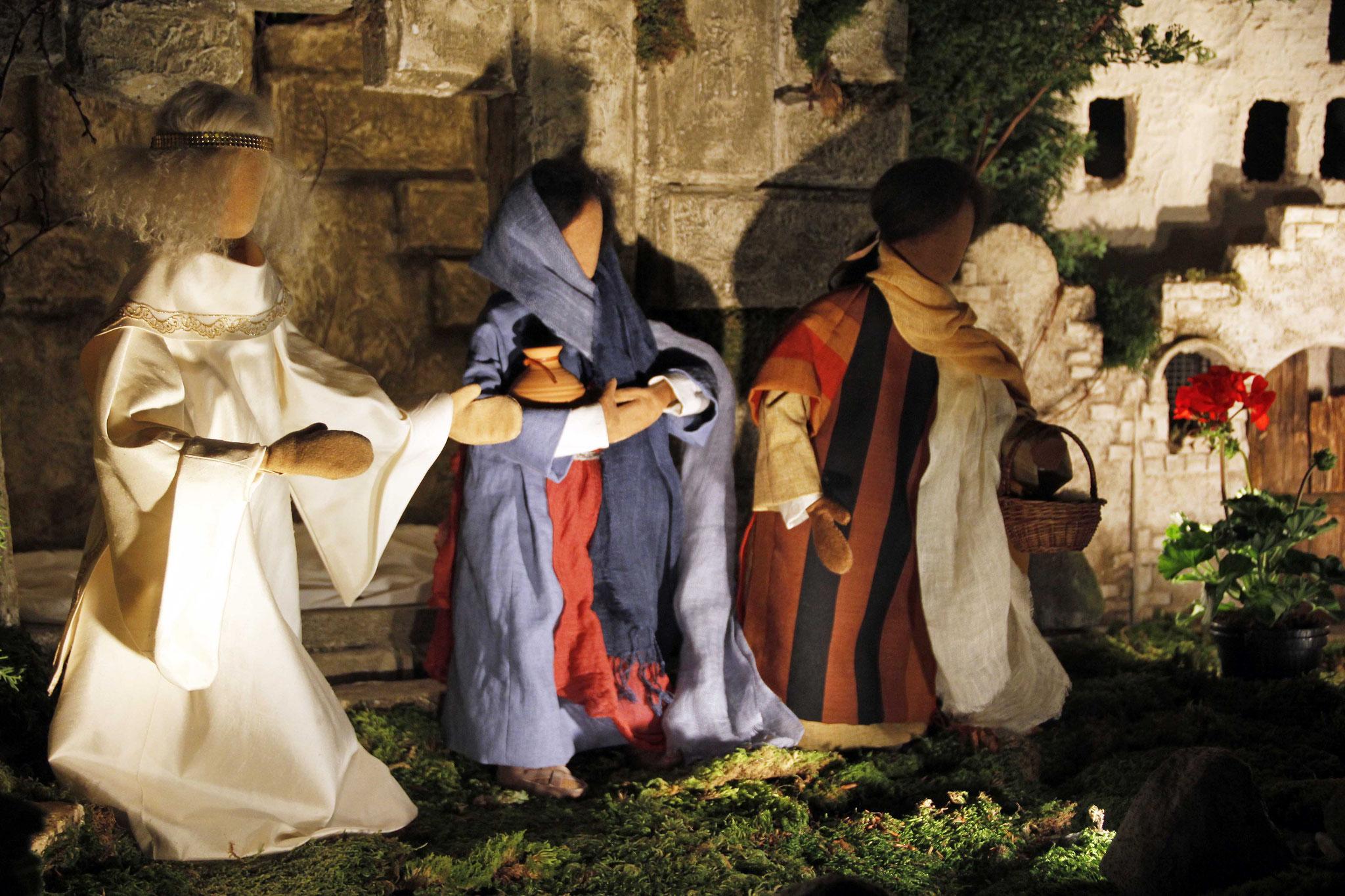 Dann geht schnell zu seinen Jüngern und sagt ihnen: Er ist von den Toten auferstanden. Er geht euch voraus nach Galiläa, dort werdet ihr ihn sehen.