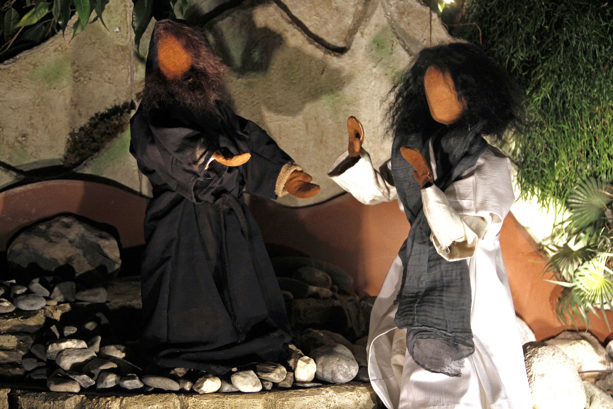 Da sagte Jesus zu ihm: Weg mit dir, Satan! Denn in der Schrift steht: Vor dem Hern, deinen Gott, sollst du dich niederwerfen und ihm allein dienen.
