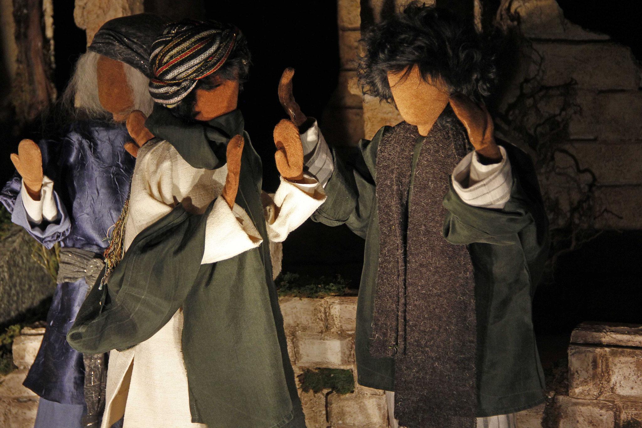 Er antwortete: Der Mann, der Jesus heisst, machte einen Teig, bestrich damit meine Augen.