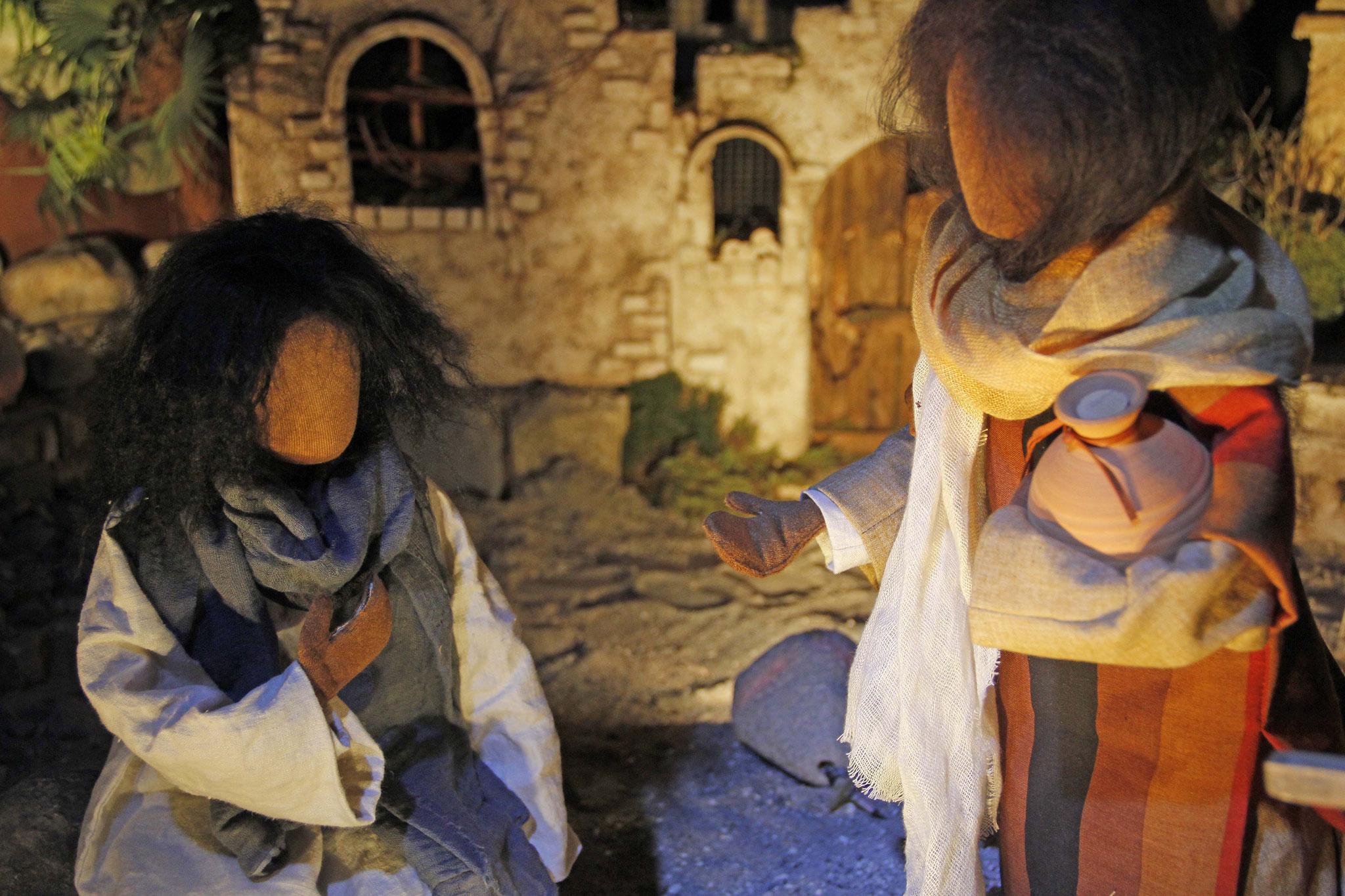 """Jesus antwortete ihr: """"Wenn du wüsstest, wer dich um Wasser aus dem Brunnen bittet, dann hättest du mich um Wasser gebeten."""" Sie sagte: """"Wie willst du mir Wasser geben? Du hast ja kein Gefäss zum Schöpfen!"""""""