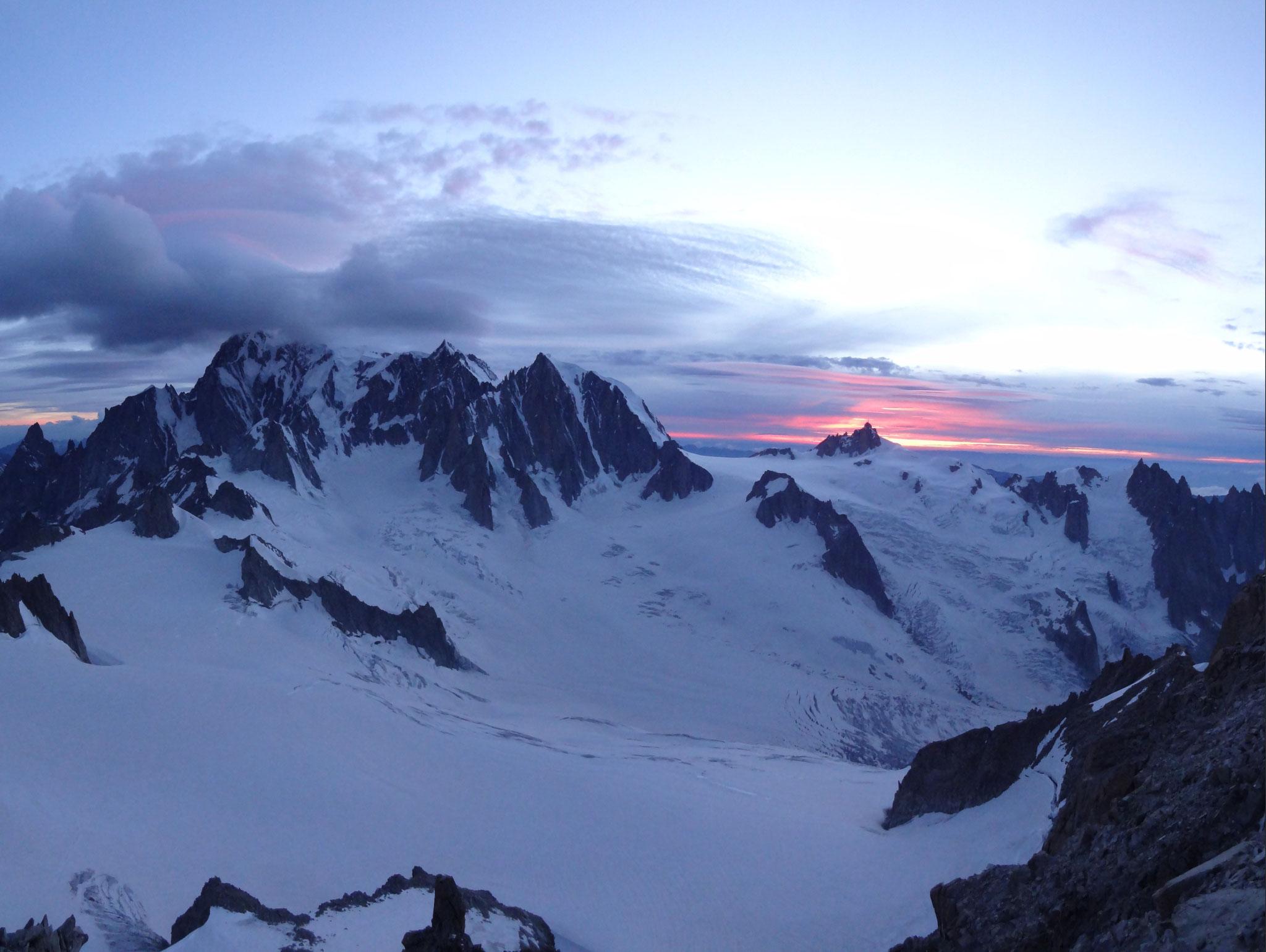 Sonnenuntergang über der Aiguille du Midi