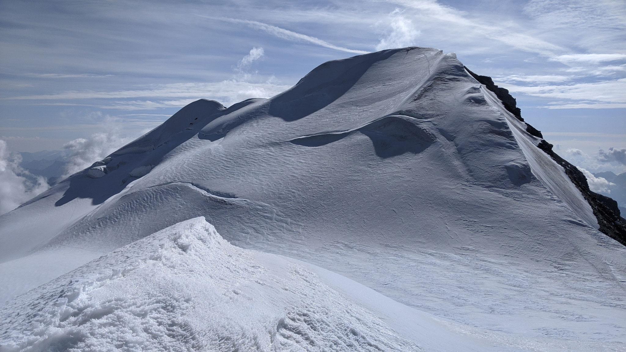 Grand Combin de Grafeneire (4314 m) und hinten dran Aiguille de Croissant (4260 m)