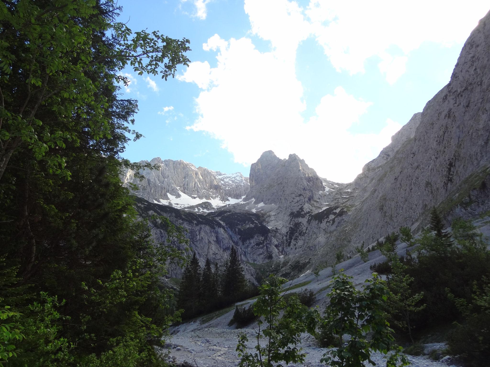 Blick auf die Zugspitze übers Höllental