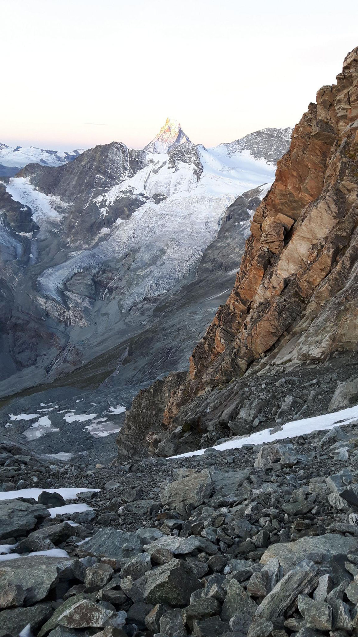 Blick vom Weisshorn-Ostgrat zum Matterhorn