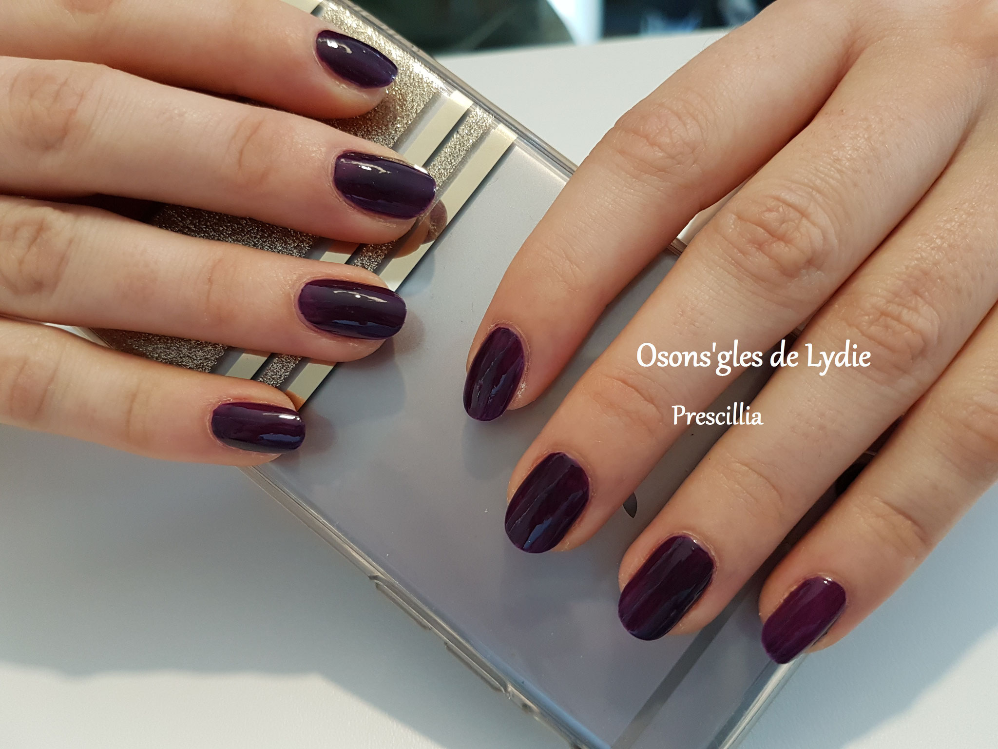 Vernis simple prune : Prescillia