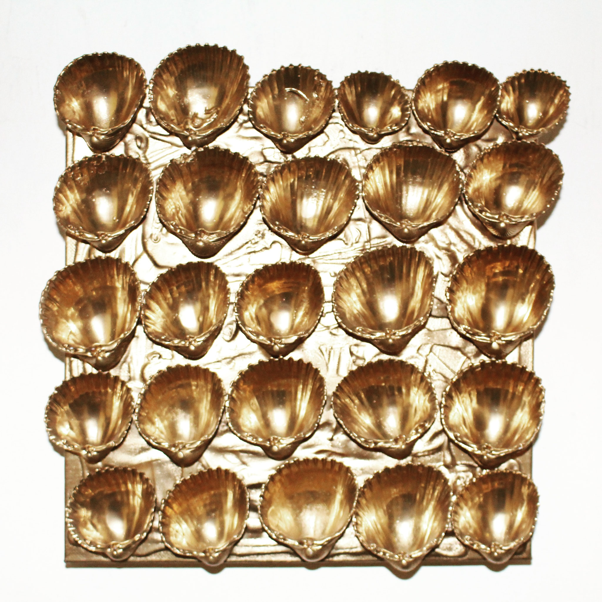 58.'' Golden seeashells.'' (30x30cm) spraypaint
