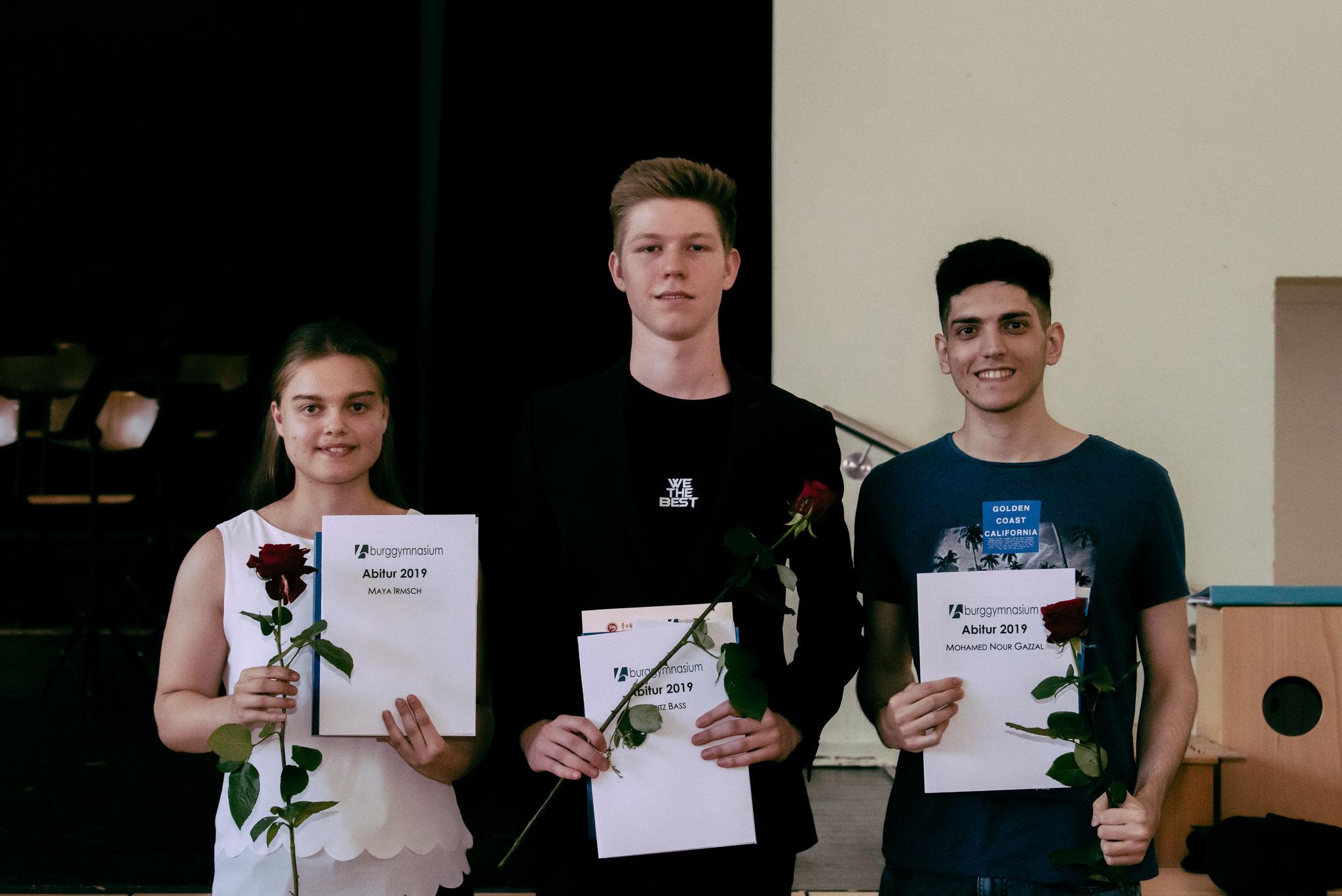 Abitur 2019 – v. l.: Maya Irmsch LK, Moritz Bass, Nour Gazzal beide GK