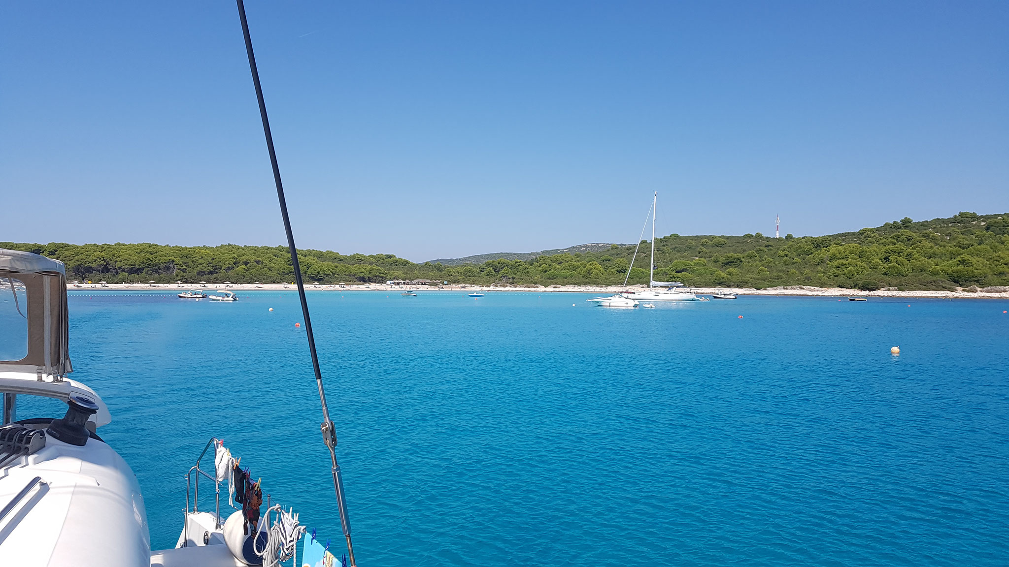 Türkis-blaue Bucht auf Dugi Otok
