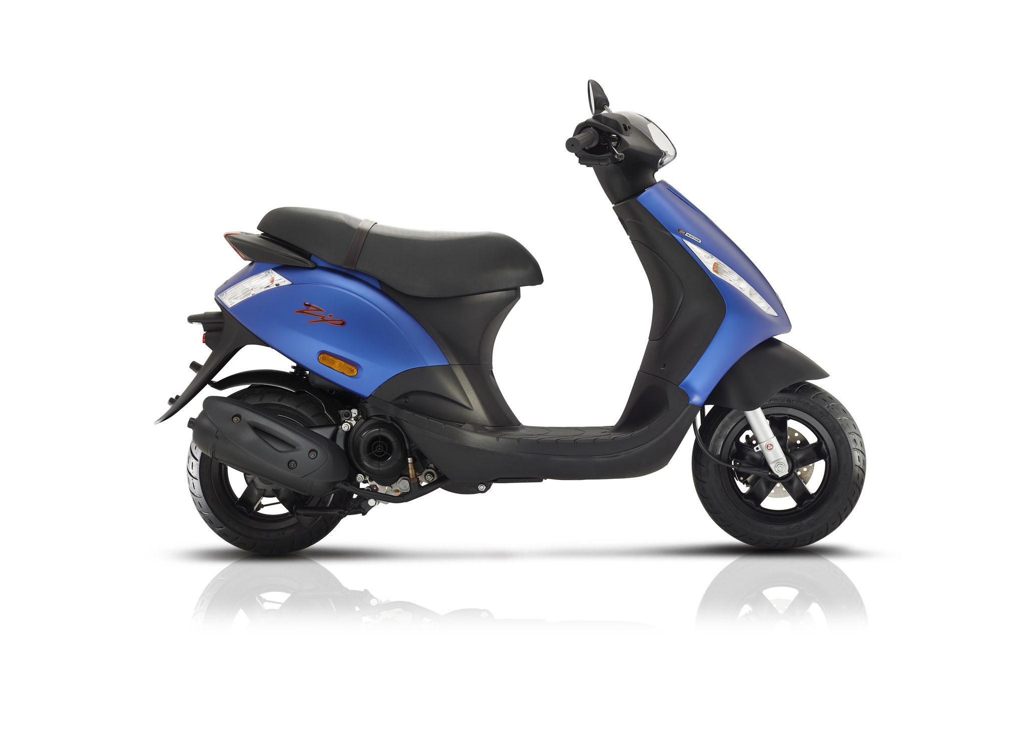 Piaggio Zip 4t3v Euro4 25/45 km/h matblauw: € 1869,-  Voor meer informatie, klik op de foto.