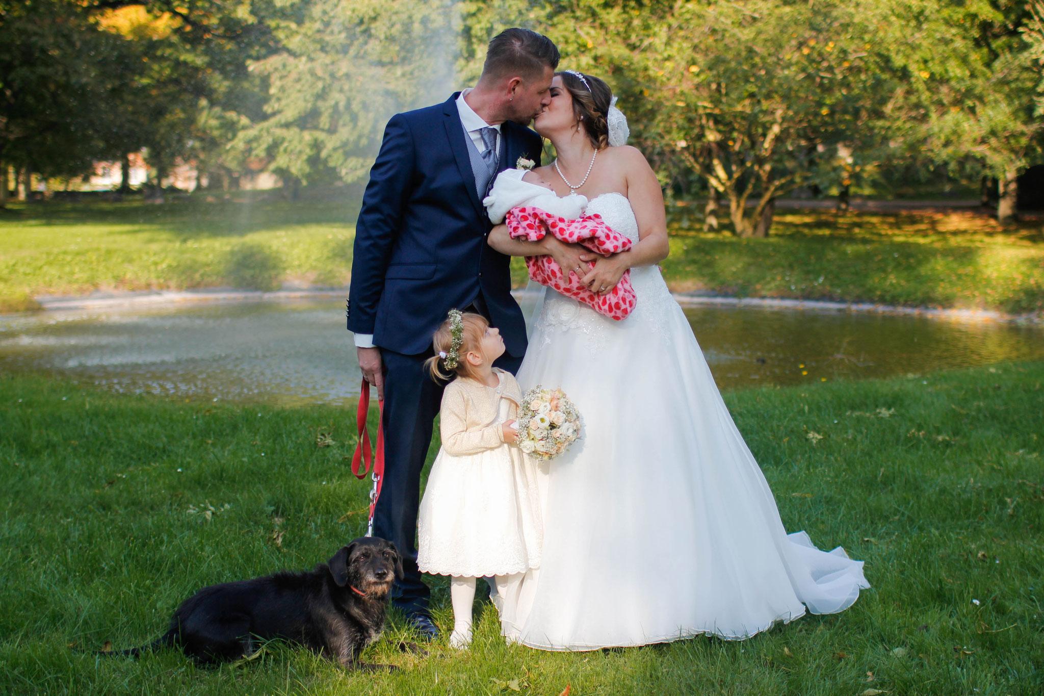 Hochzeiten| Hendrikje Richert Fotografie| outdoor, Schloss Rattey, Familie, Kinder, Hund