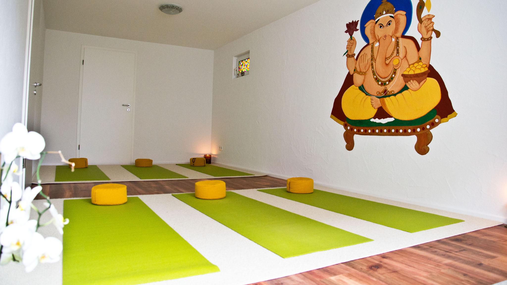 Yoga-Unterricht in entspannter Atmosphäre