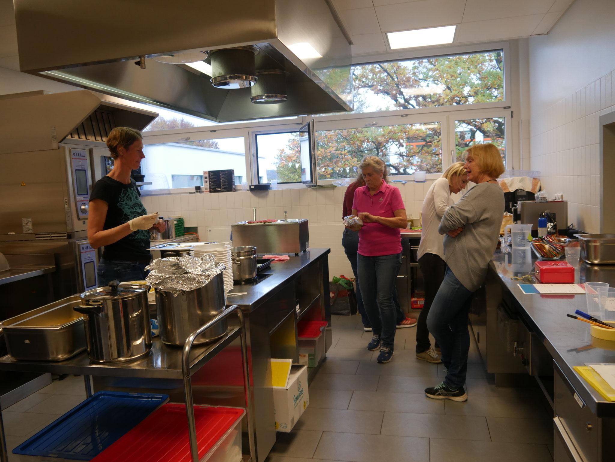 Unsere tatkräftigen Helferinnen in der Küche.