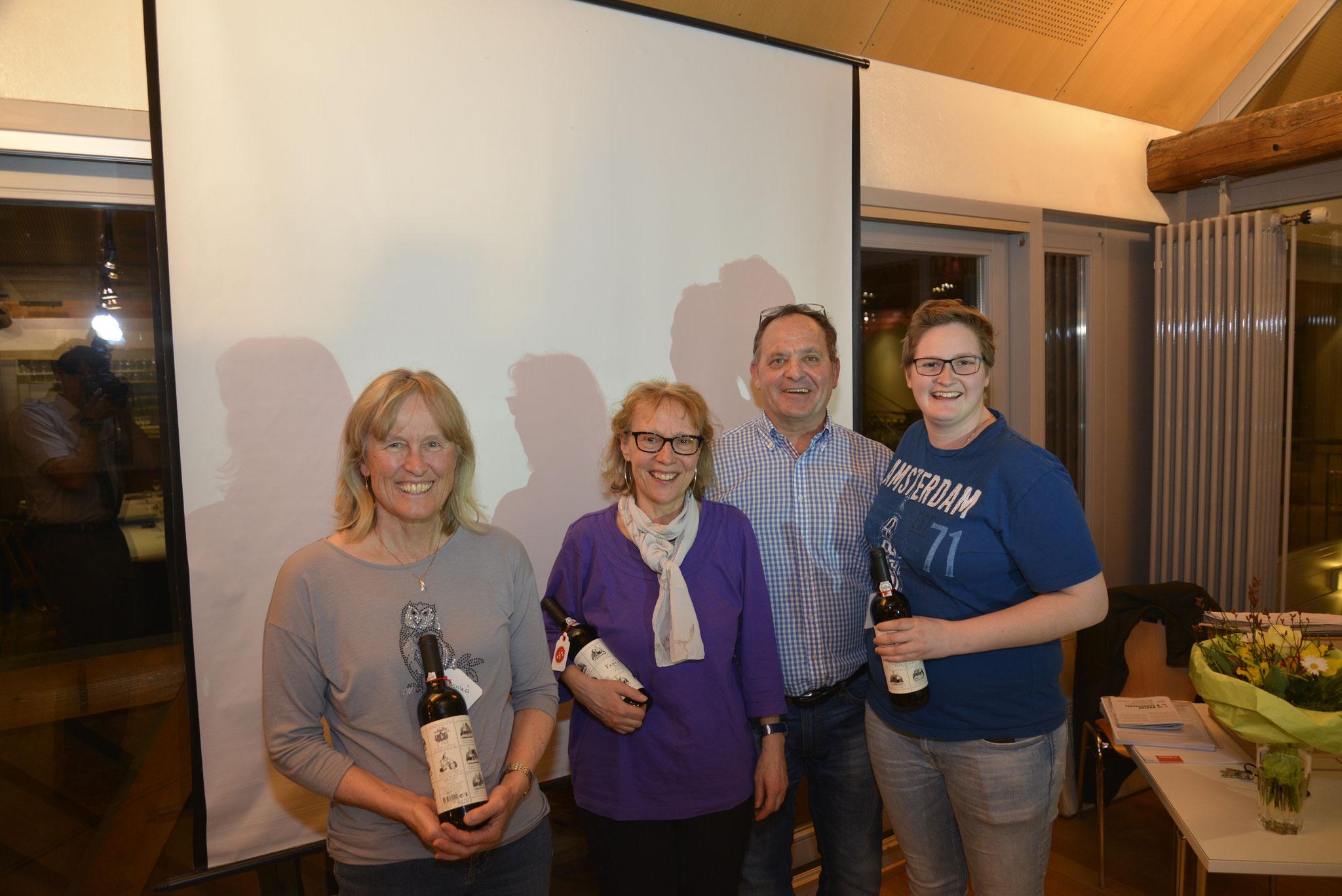 Geehrt wurde auch das Team des Vereinsmagazins TVT Info: Dagmar Giger, Elsbeth Kuster und Sandra Aschmann (von links).