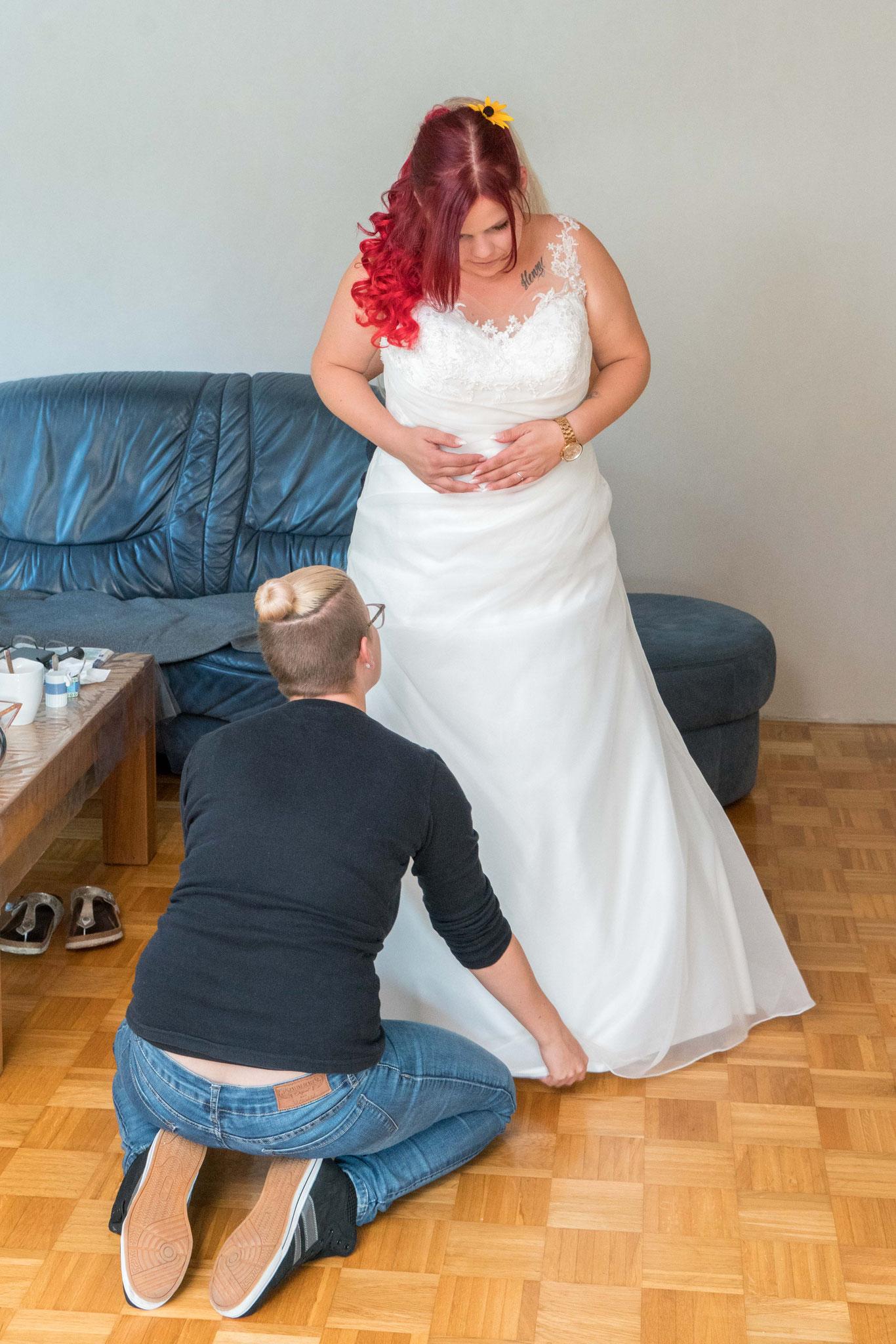 Das Brautkleid ist an.....