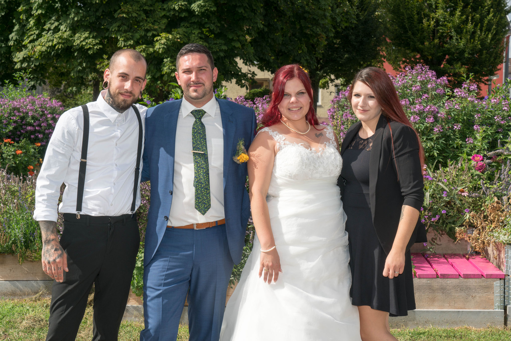 Brautpaar mit Trauzeugen.