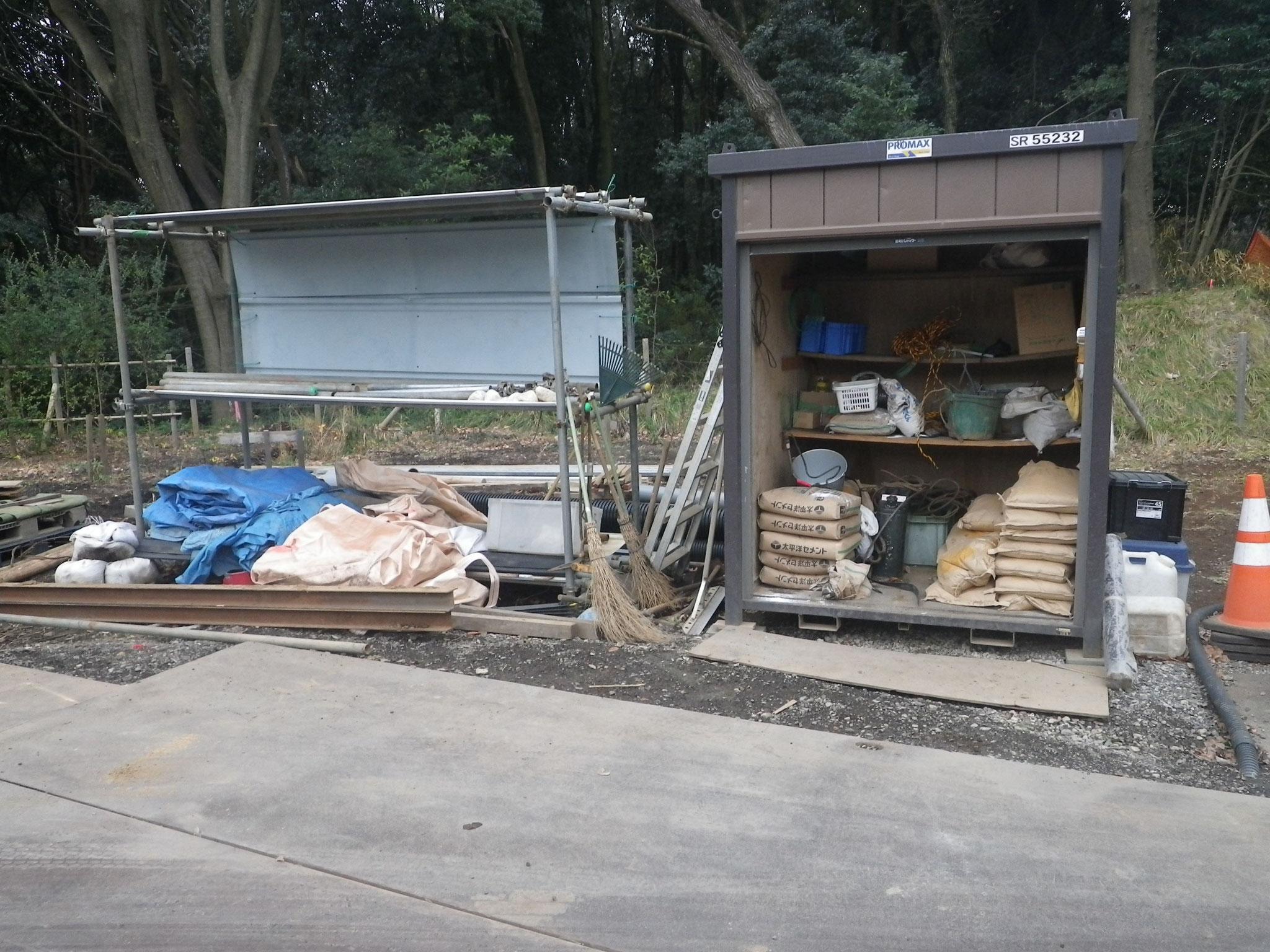 倉庫と資材置き場
