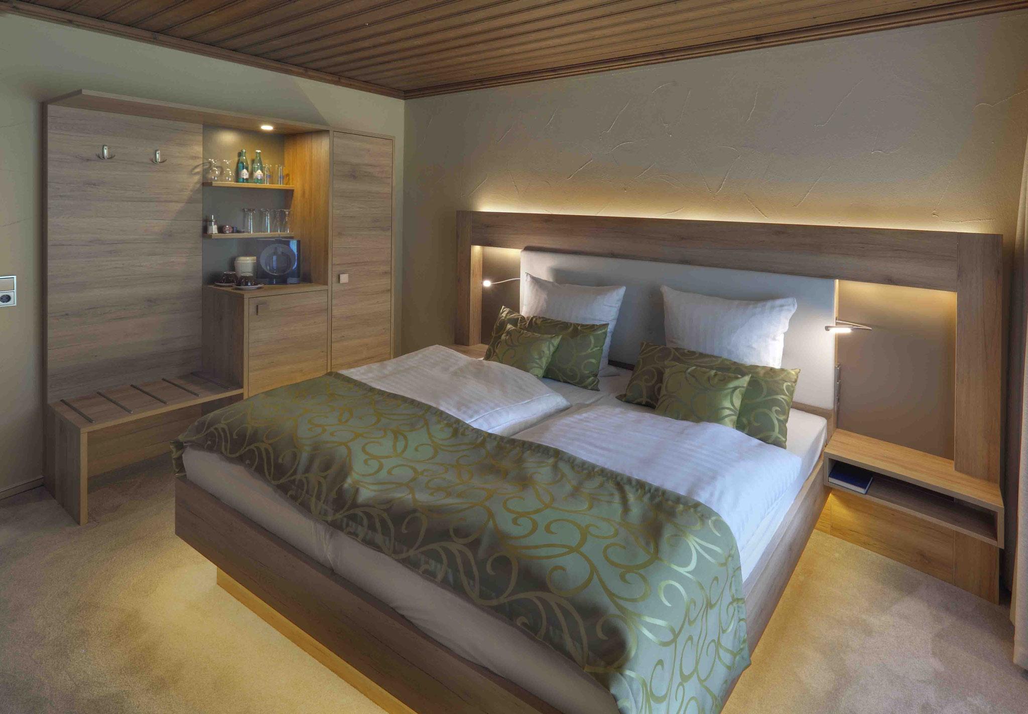 Hotel Restaurant Quellenhof / Montage und Inbetriebnahme der Hotelzimmer-Beleuchtung