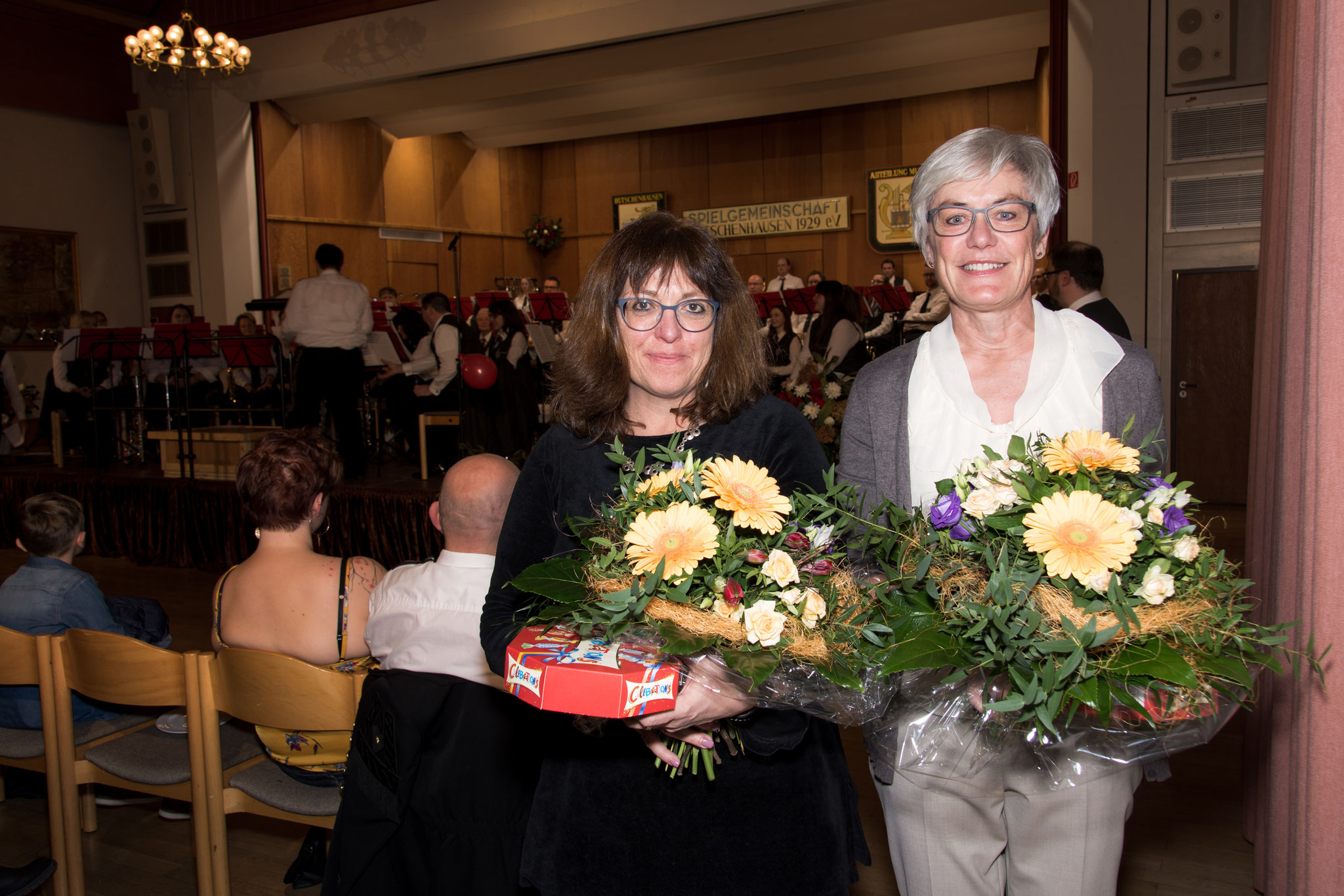 Wir danken Regine und Chistine für ihre Unterstützung und gute Verpflegung bei unseren Probewochenenden und auch sonst überall mit einem kleinen Blumenstrauß.