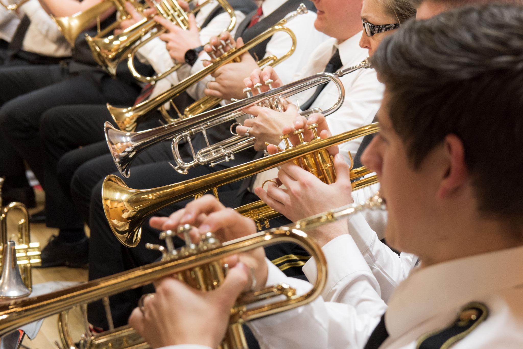 Die vielen Trompeten sind sowohl aus der Spielgemeinschaft Hütschenhausen als auch aus dem Bergmanns-Blasorchester Hettenleidelheim.