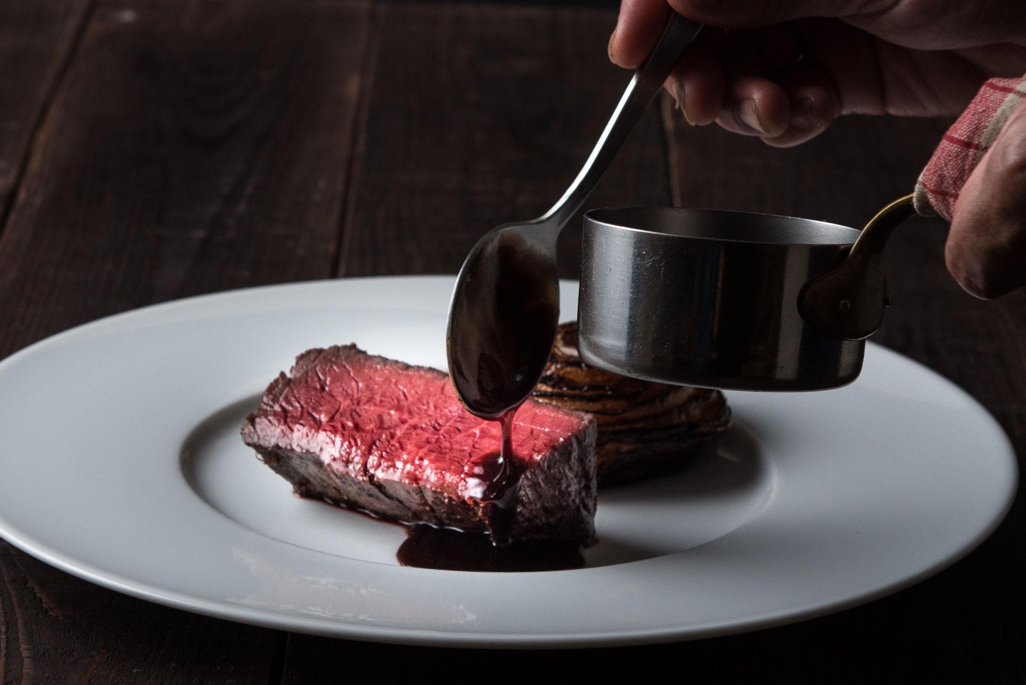 料理が仕上がる瞬間の何とも言えないシズル感をアピール。
