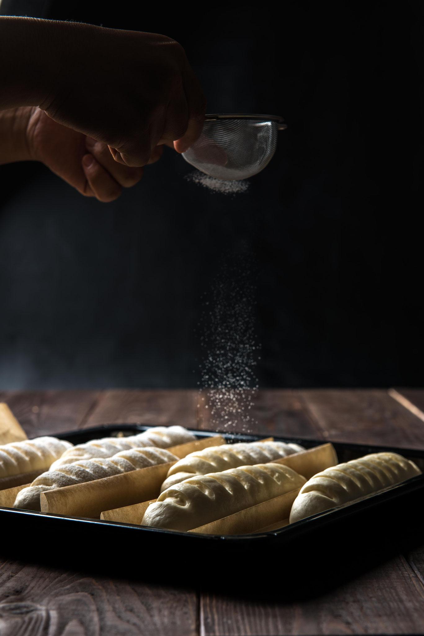 普段は見れない料理の調理過程写真も演出します。