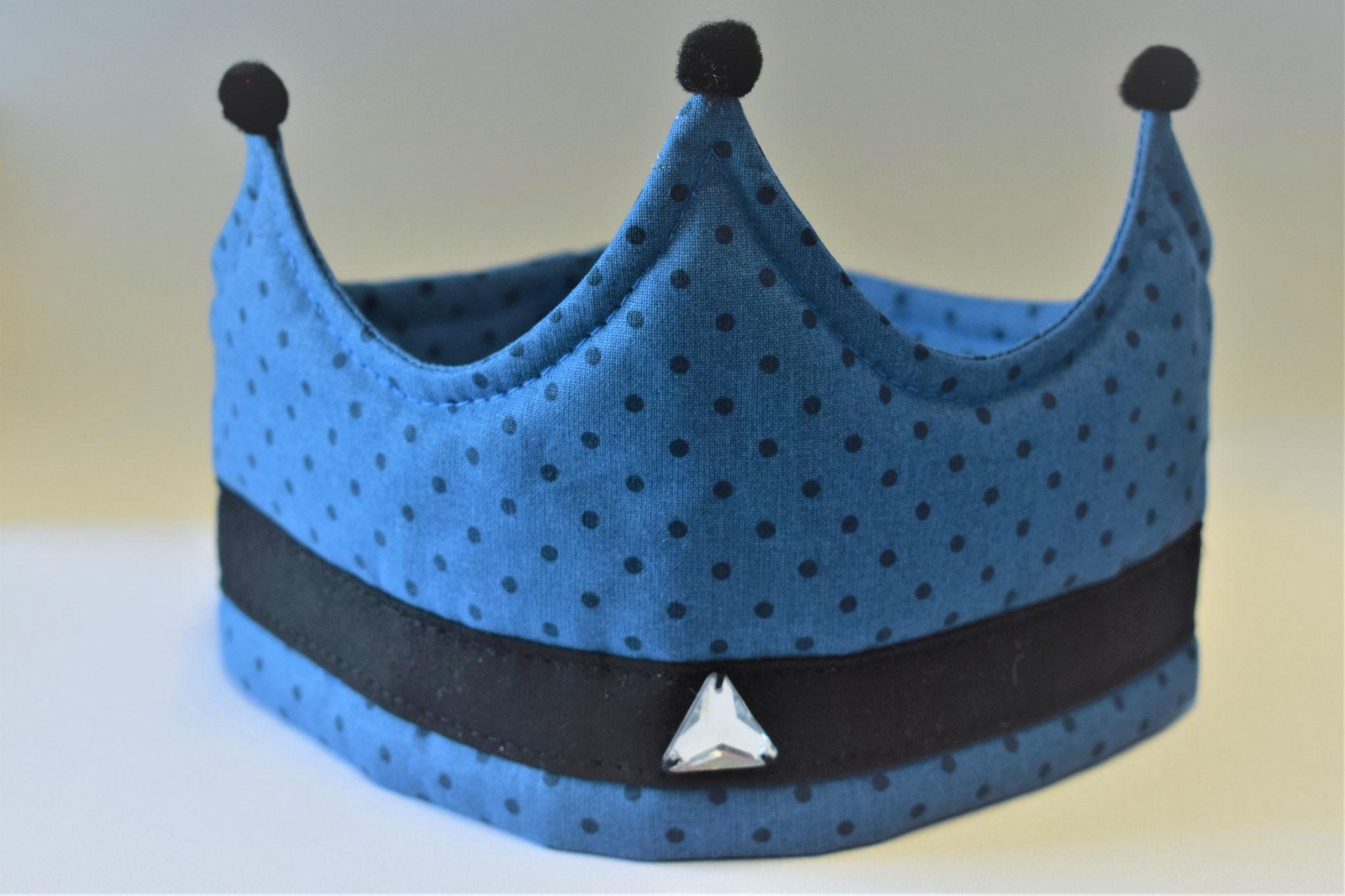 dunkelblau gepunktet mit schwarzer Bordüre, 17,50€