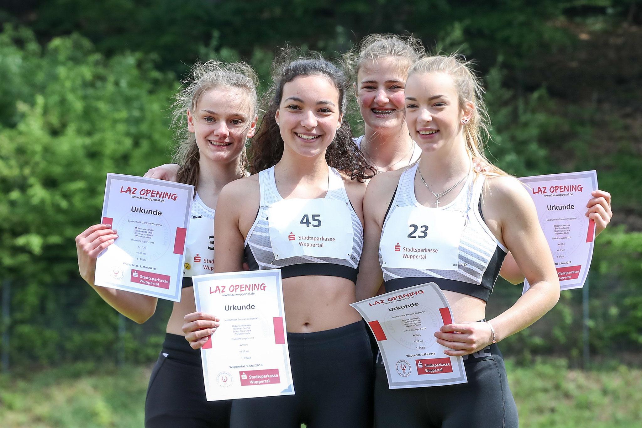 4x100 m LAZ-Staffel, v.l.n.r.: Alexandra Mobers, Anna Clara Sturm, Merle Wyneken, Sophie Bleibtreu