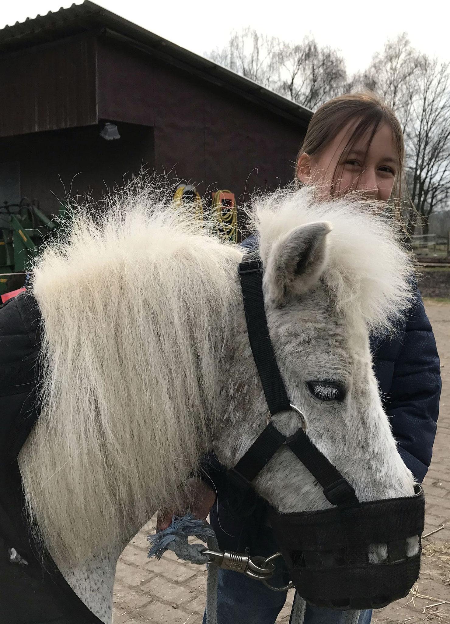 Tina mit ihrer Flick Flack im März 2018