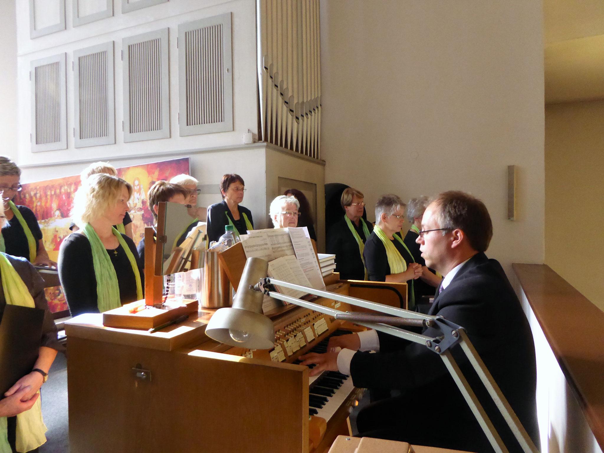 Musikalische Gestaltung durch den St. Ida-Chor, Leitung Jörg Bücker