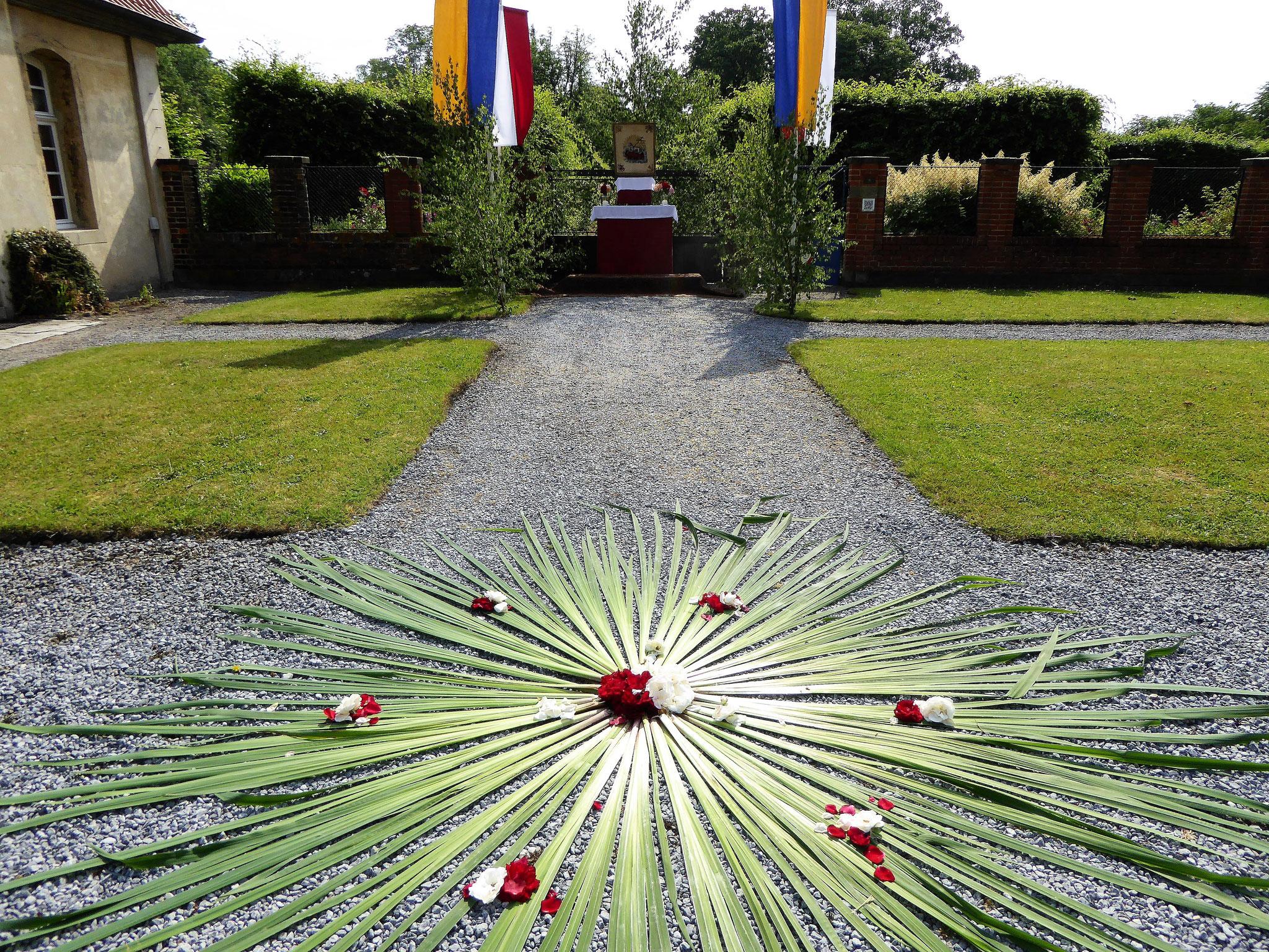 1. Station - Altar am Eingang zum Barockgarten