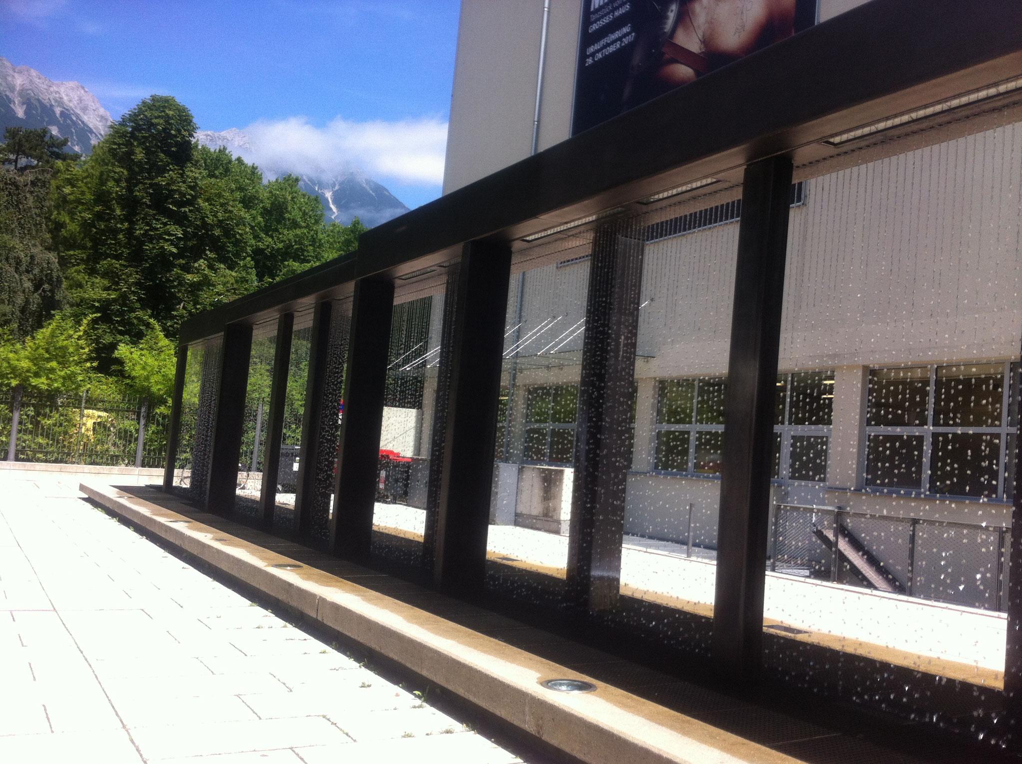 "der ""moderne Brunnen"" - zwischen Hofgarten u- Tiroler Landestheater"