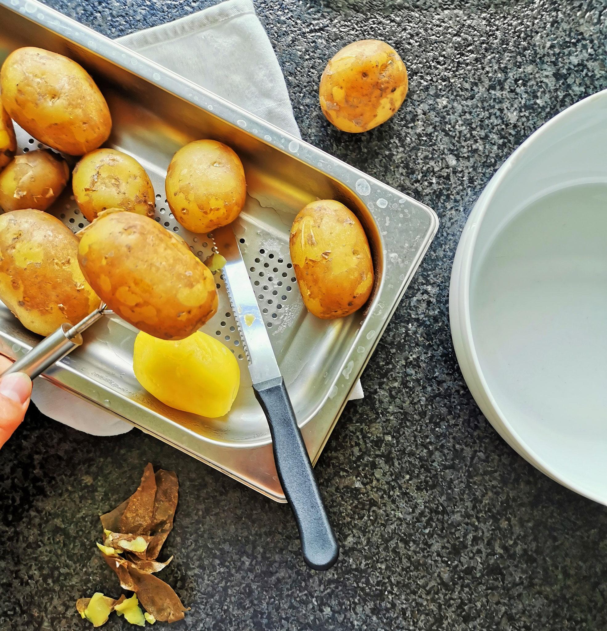 Kartoffeln dämpfen und schälen