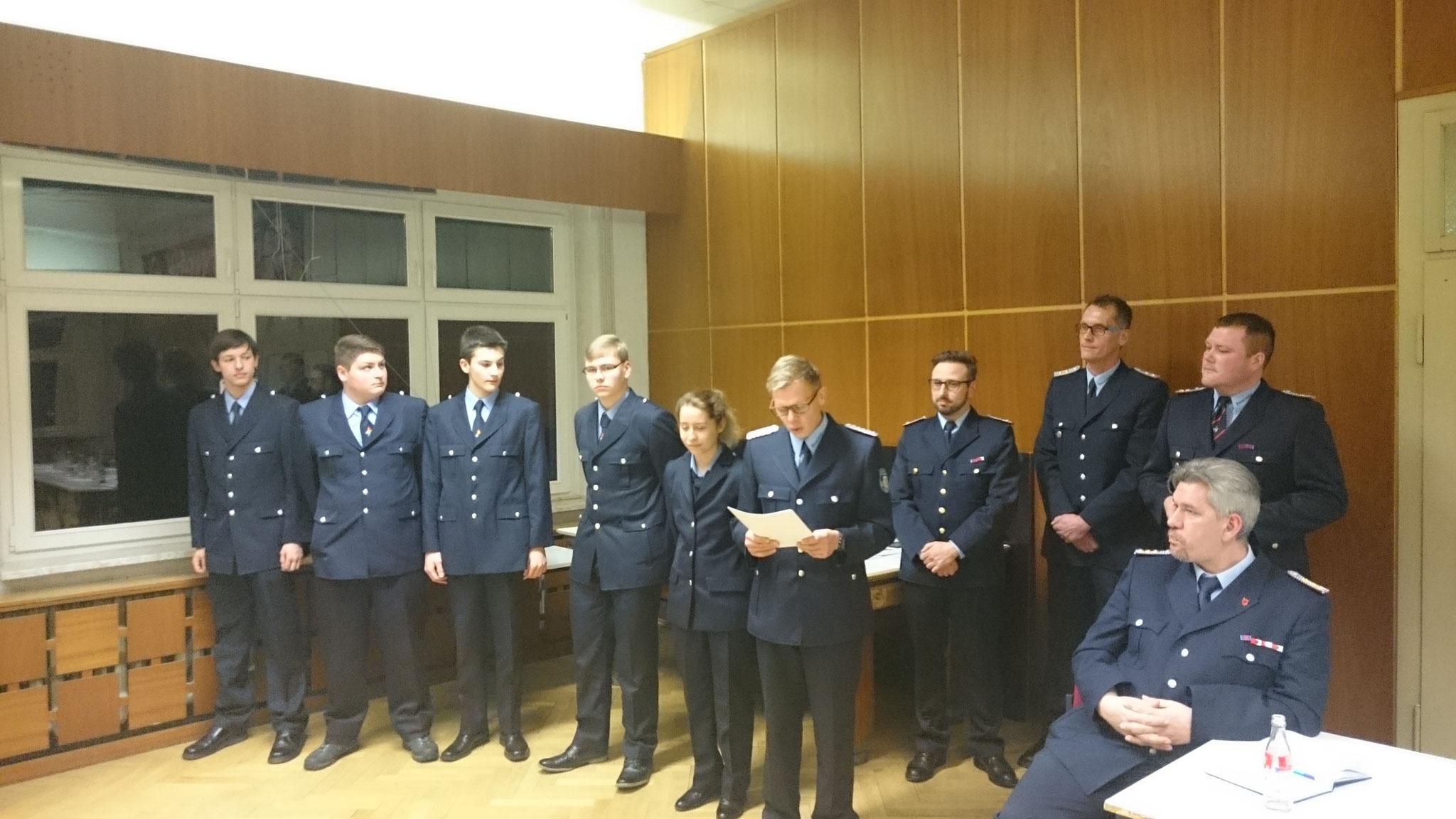 Ehrung der neuen Feuerwehrmänner/frauen