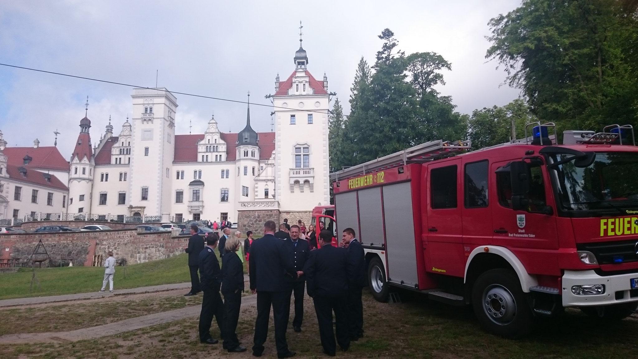 Vor dem Schloss