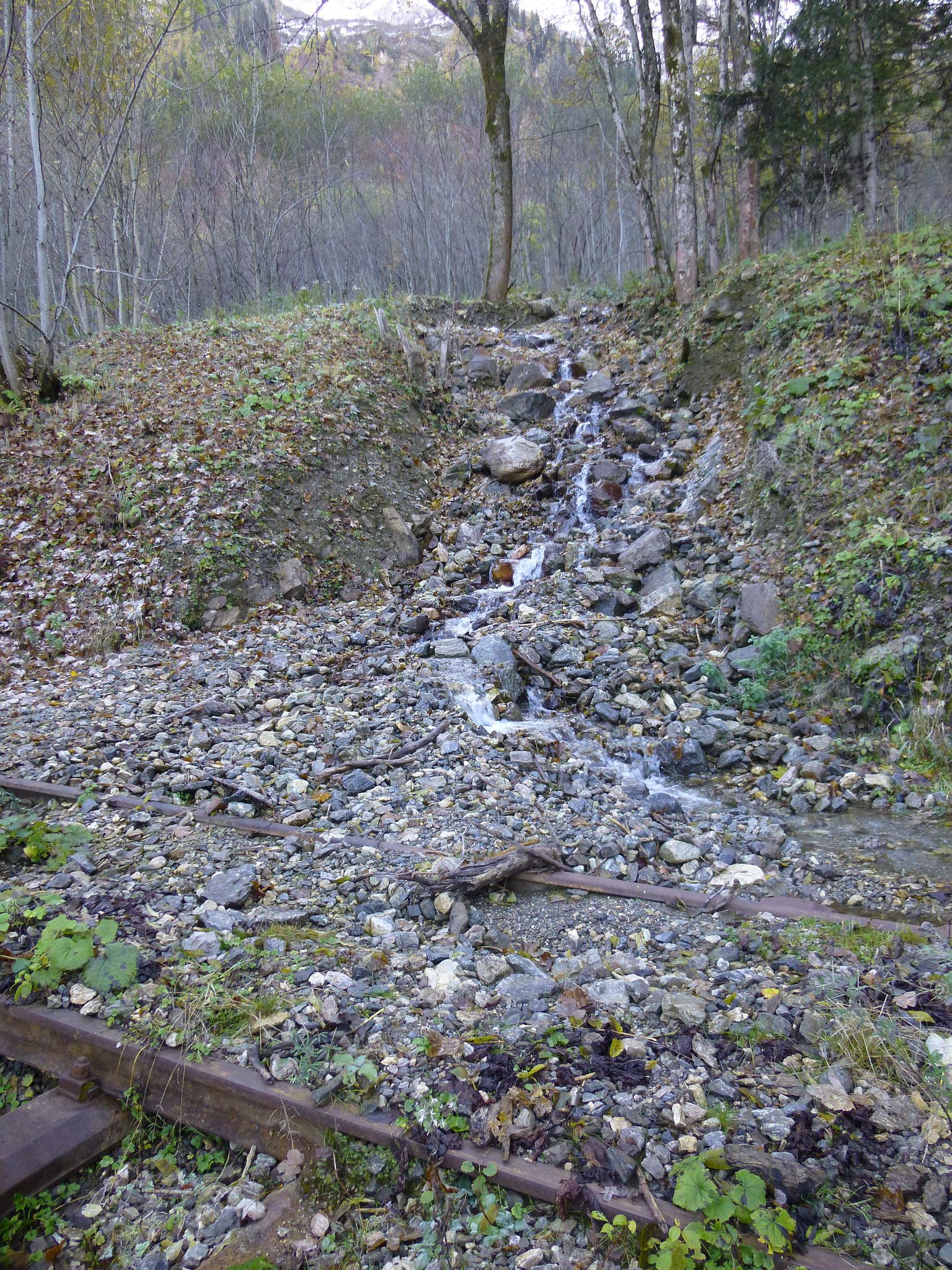 Verklausung Durchlass Linsbach km 6,25; Zustand Oktober 2015