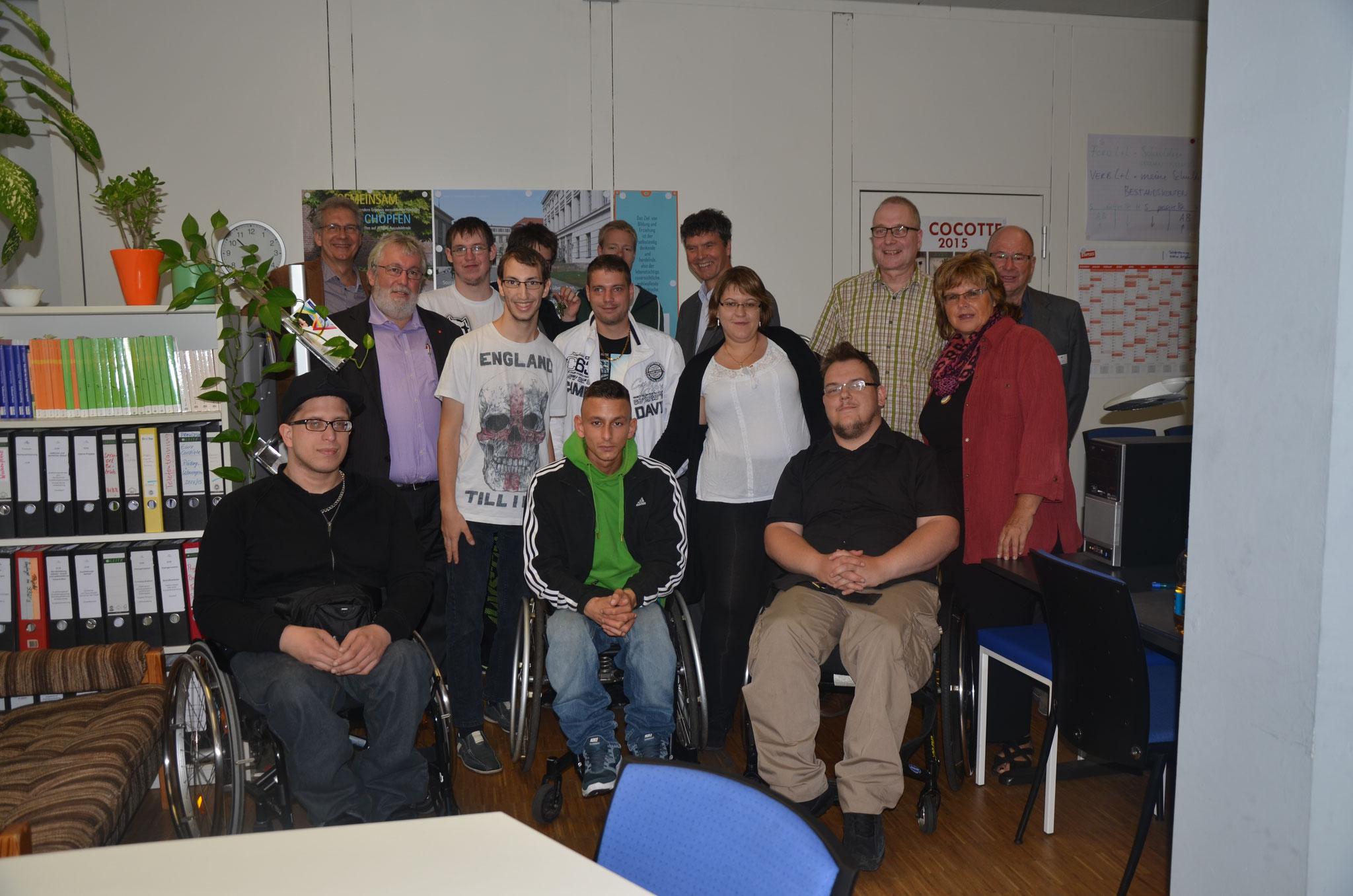 Führung durch den Bereich Dialogmarketing mit Auszubildenden, der Lehrerin, dem Geschäftsführer, Ausbildungsleiter, Gästen und mir - 2014
