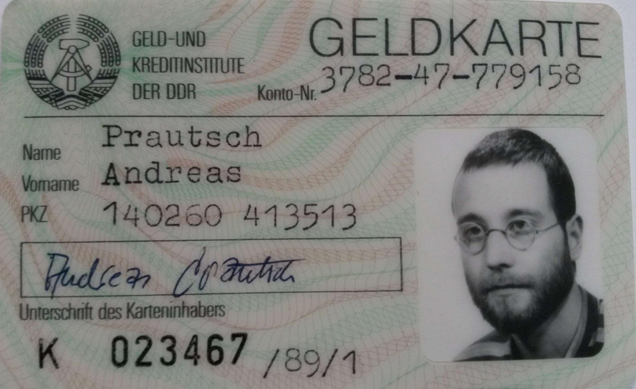 Halle (Saale) hat vor 1989 eigene Geldkarten in Umlauf gebracht. Mit Bild zwar, dafür jedoch mit nur dürftiger Dienstleistungsqualität!